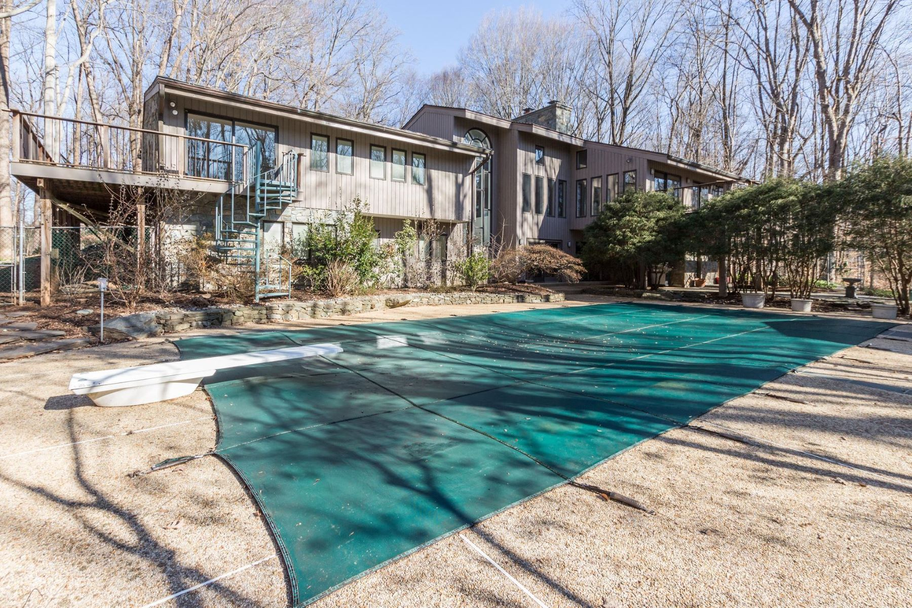Single Family Homes for Sale at 10116 New London Potomac, Maryland 20854 United States