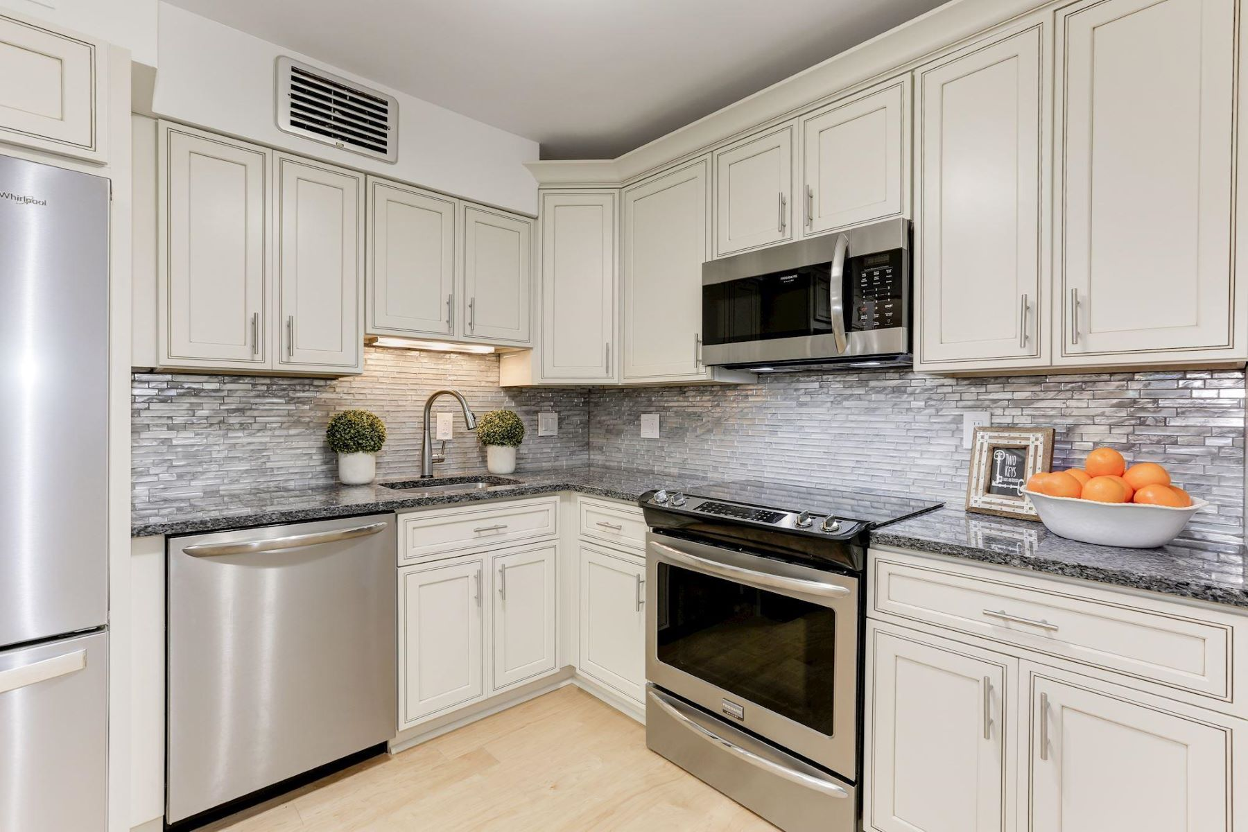 Additional photo for property listing at 1800 Old Meadow Rd #915 1800 Old Meadow Rd #915 McLean, Virginia 22102 United States