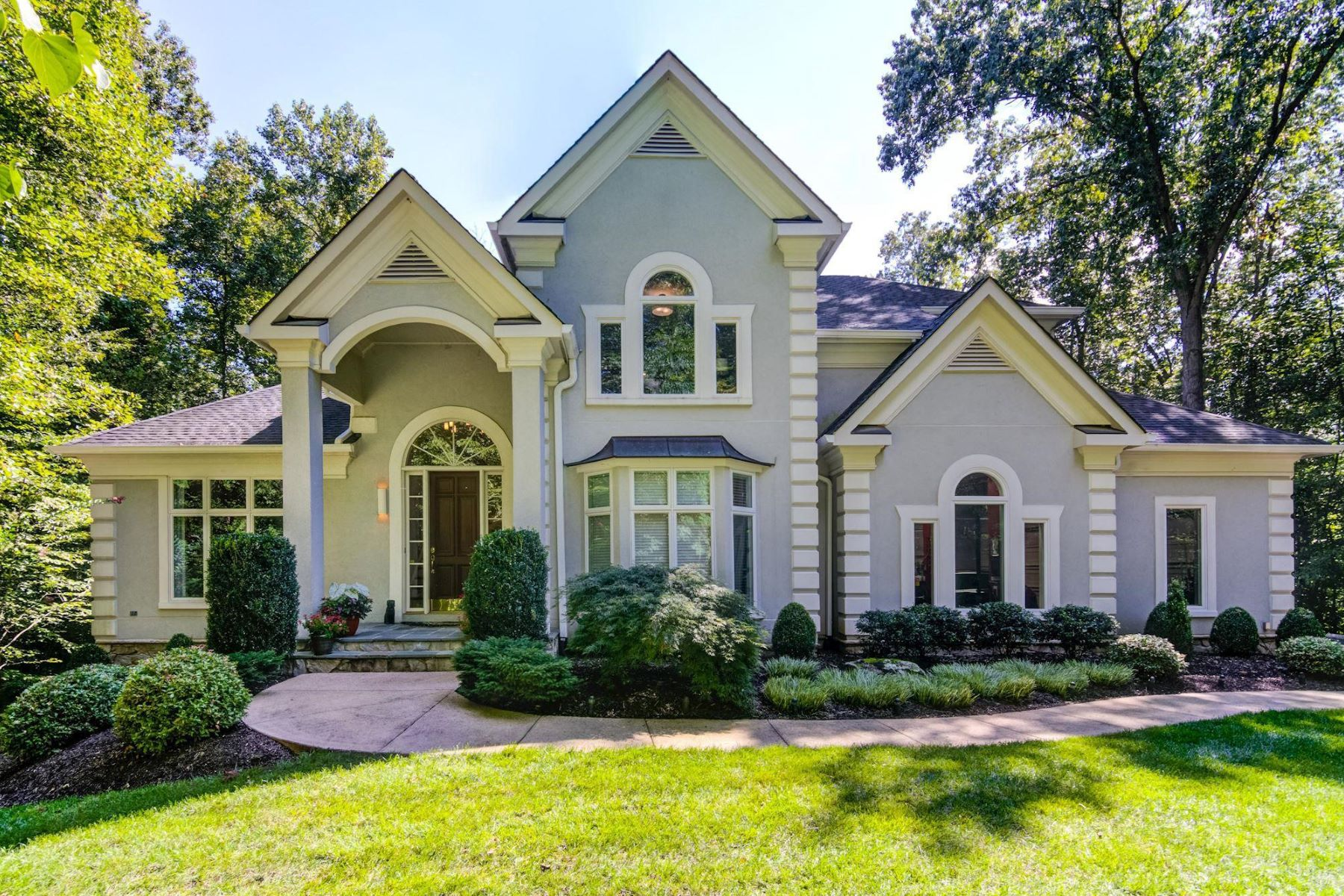 Single Family Homes pour l Vente à 13324 Ivakota Farm Rd Clifton, Virginia 20124 États-Unis