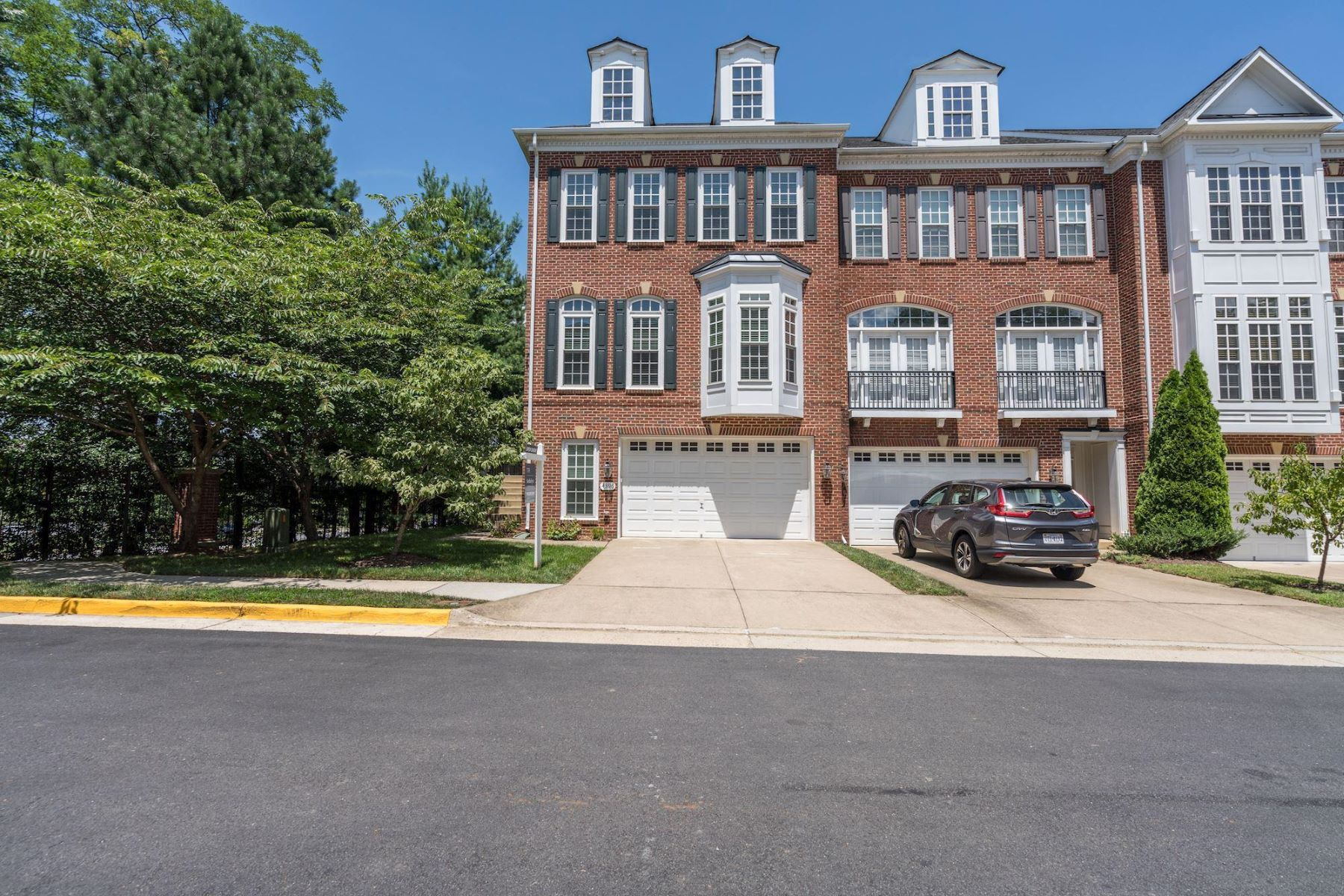 townhouses for Sale at 4396 Patriot Park Ct Fairfax, Virginia 22030 United States