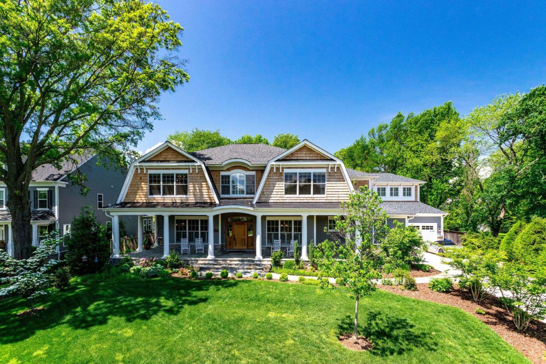 single family homes pour l Vente à 8704 Standish Rd Alexandria, Virginia 22308 États-Unis