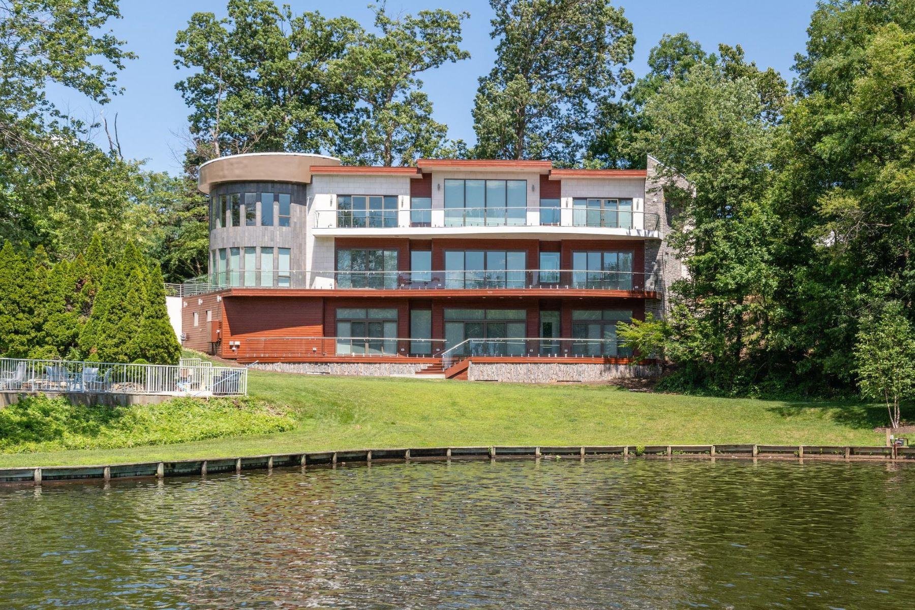 Single Family Homes для того Продажа на Falls Church, Виргиния 22041 Соединенные Штаты
