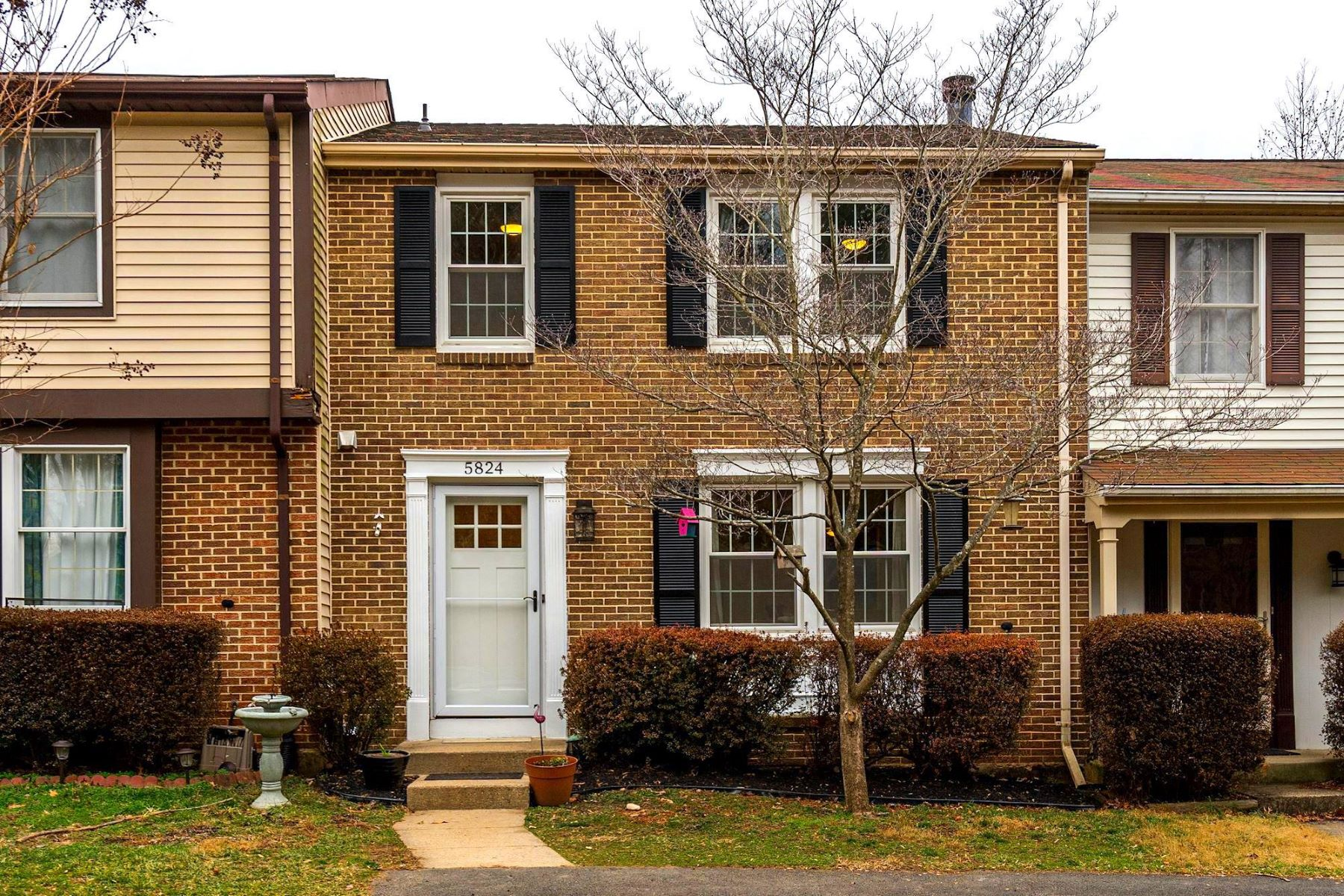 townhouses for Active at 5824 Robins Nest Ln Burke, Virginia 22015 United States