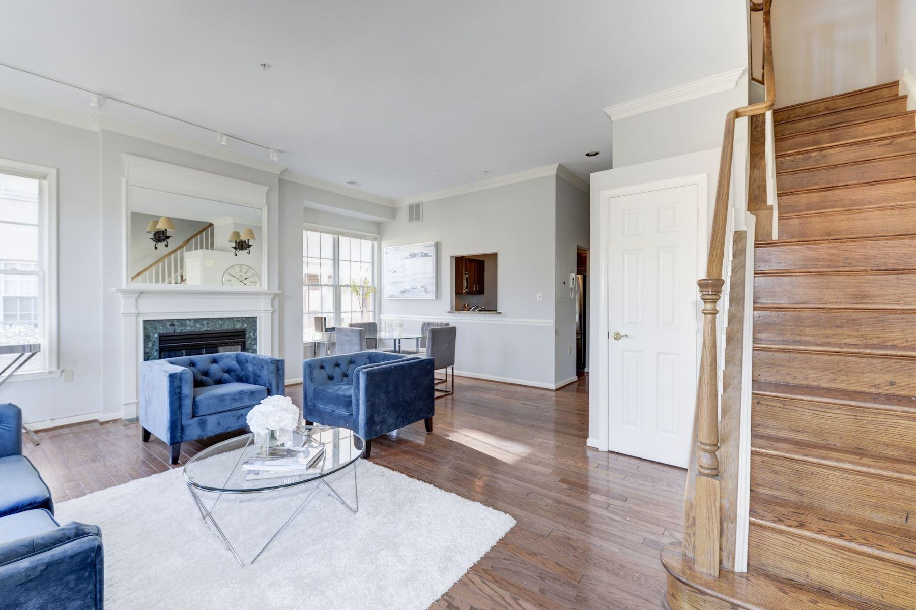Additional photo for property listing at 24091/2 20th St Nw #1090 24091/2 20th St Nw #1090 Washington, District Of Columbia 20009 United States