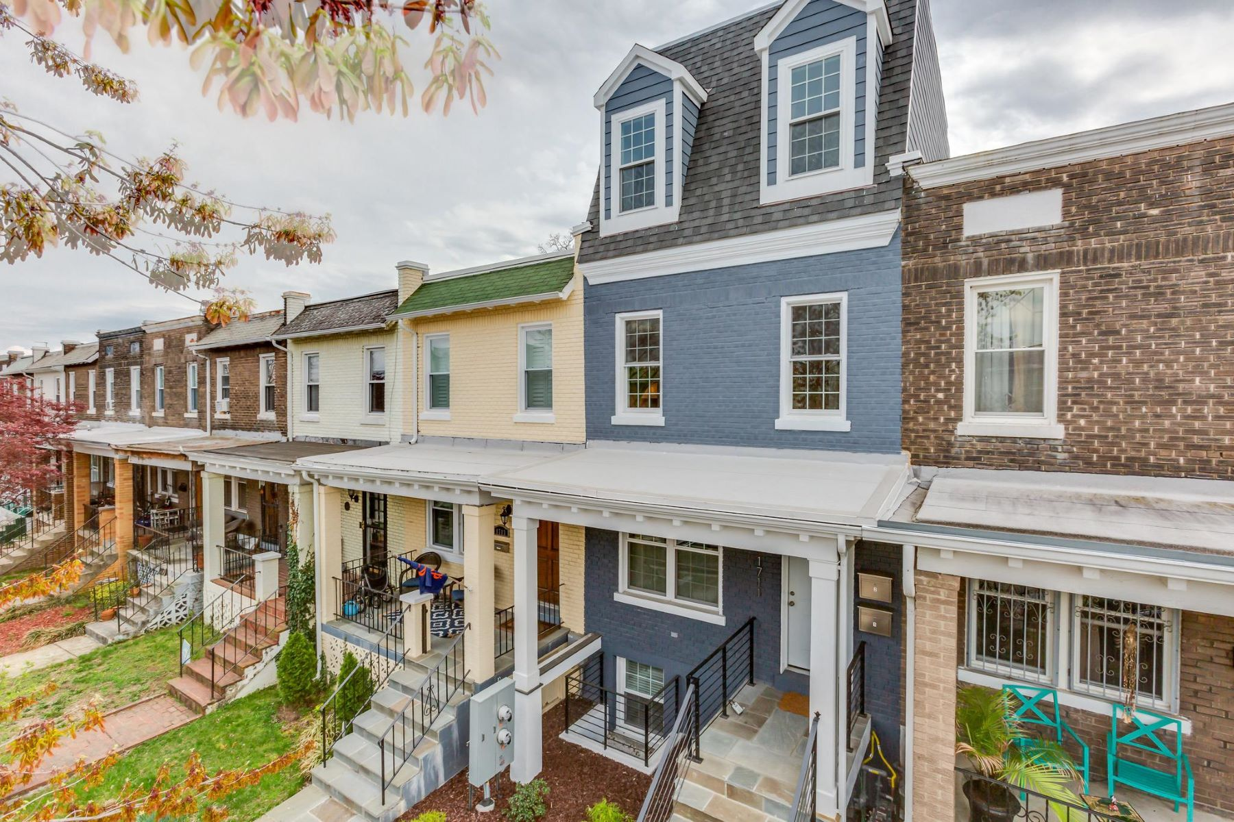 Additional photo for property listing at 1711 D St SE #2 1711 D St SE #2 Washington, District Of Columbia 20003 United States