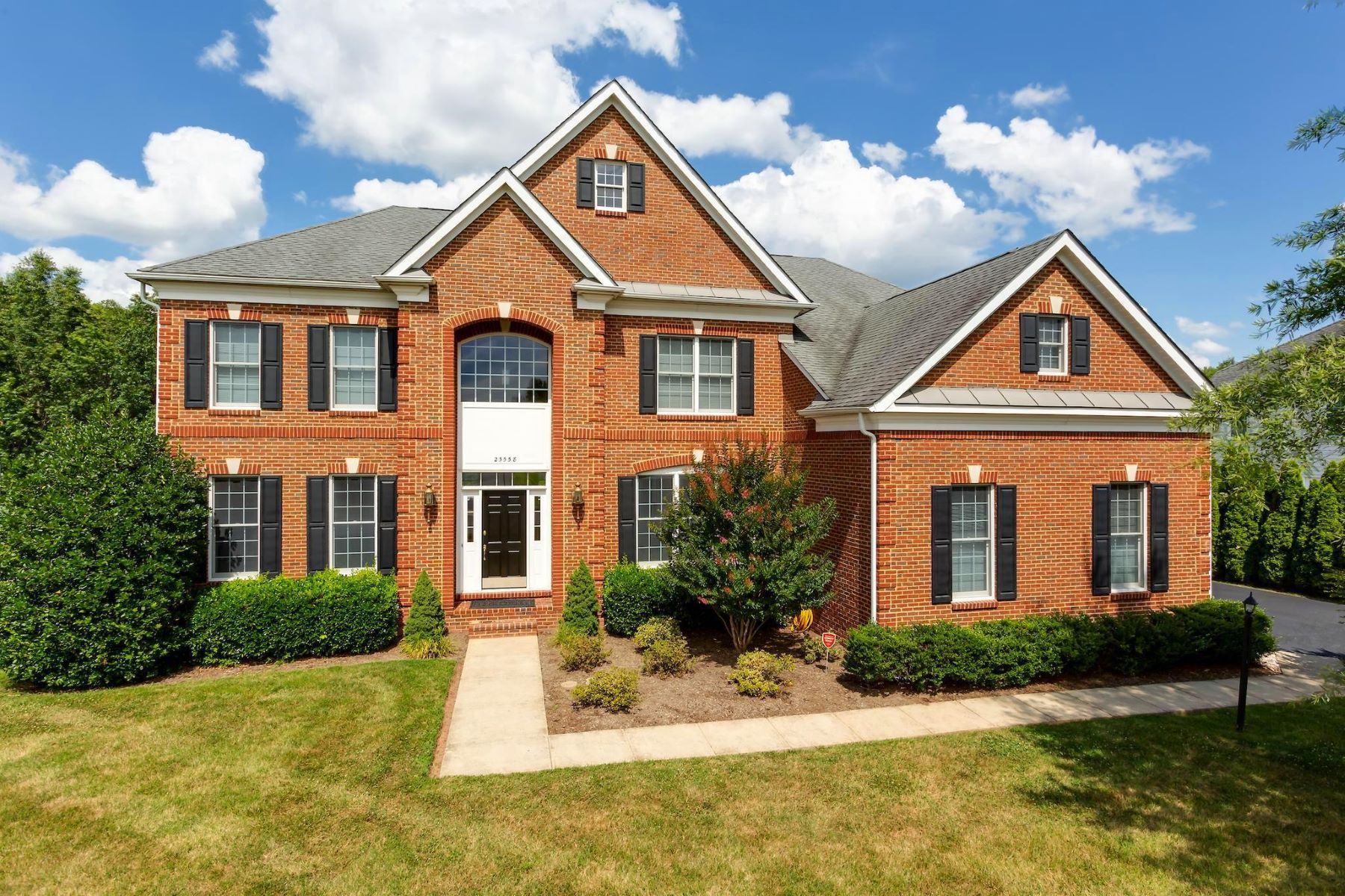 Single Family Homes por un Venta en 25558 Mimosa Tree Ct Chantilly, Virginia 20152 Estados Unidos