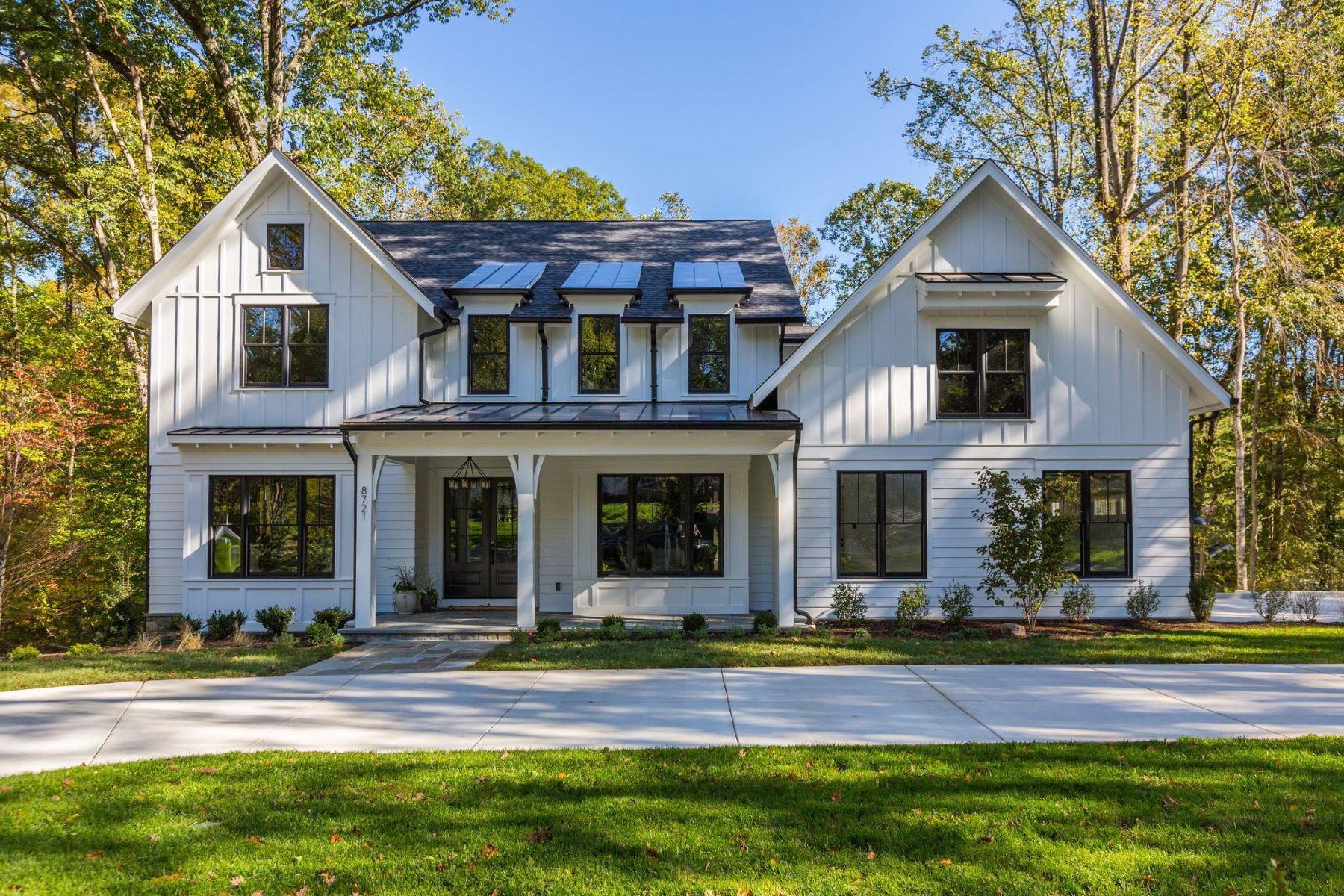 Single Family Homes por un Venta en 8721 Burning Tree Rd Bethesda, Maryland 20817 Estados Unidos