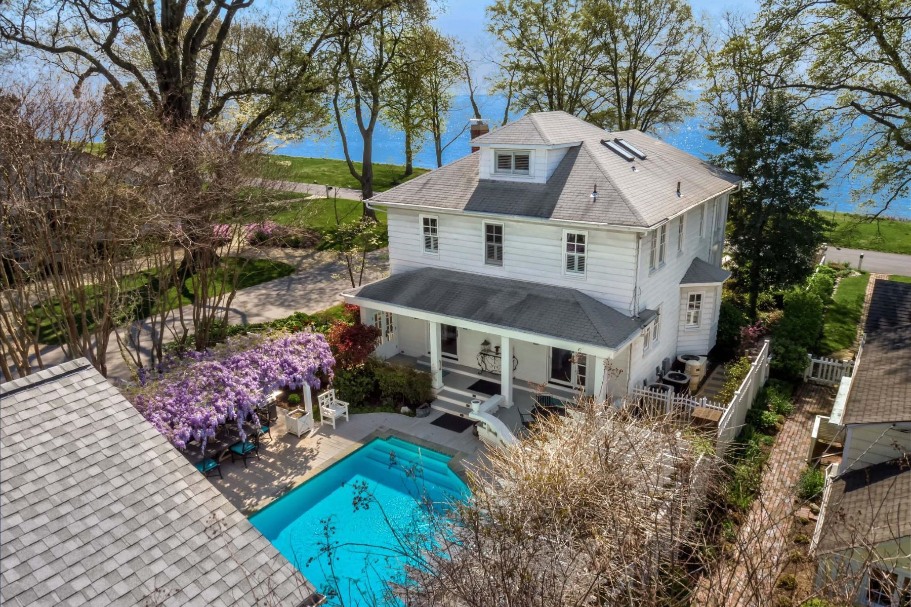Single Family Homes for Sale at 81 Bay Dr Annapolis, Maryland 21403 United States