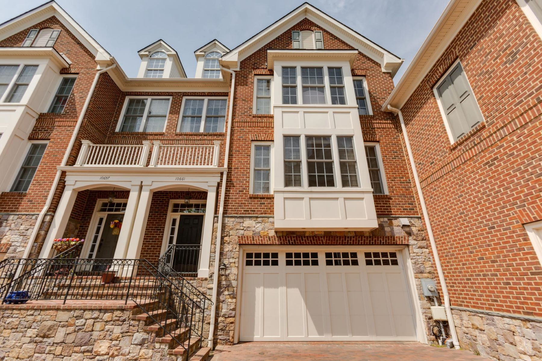 townhouses for Sale at 10661 Yorktown Dr Fairfax, Virginia 22030 United States