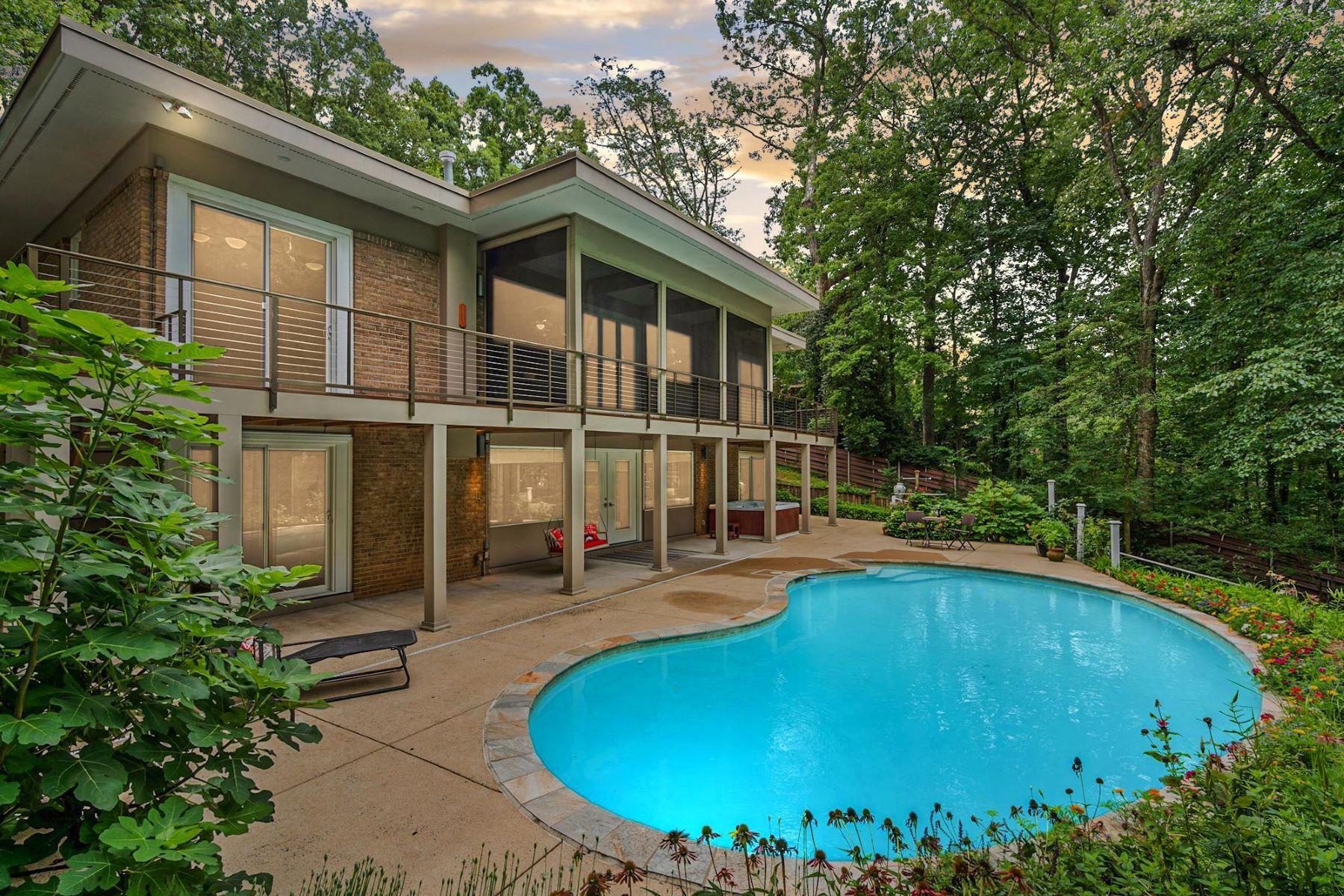 Single Family Homes por un Venta en Falls Church, Virginia 22041 Estados Unidos
