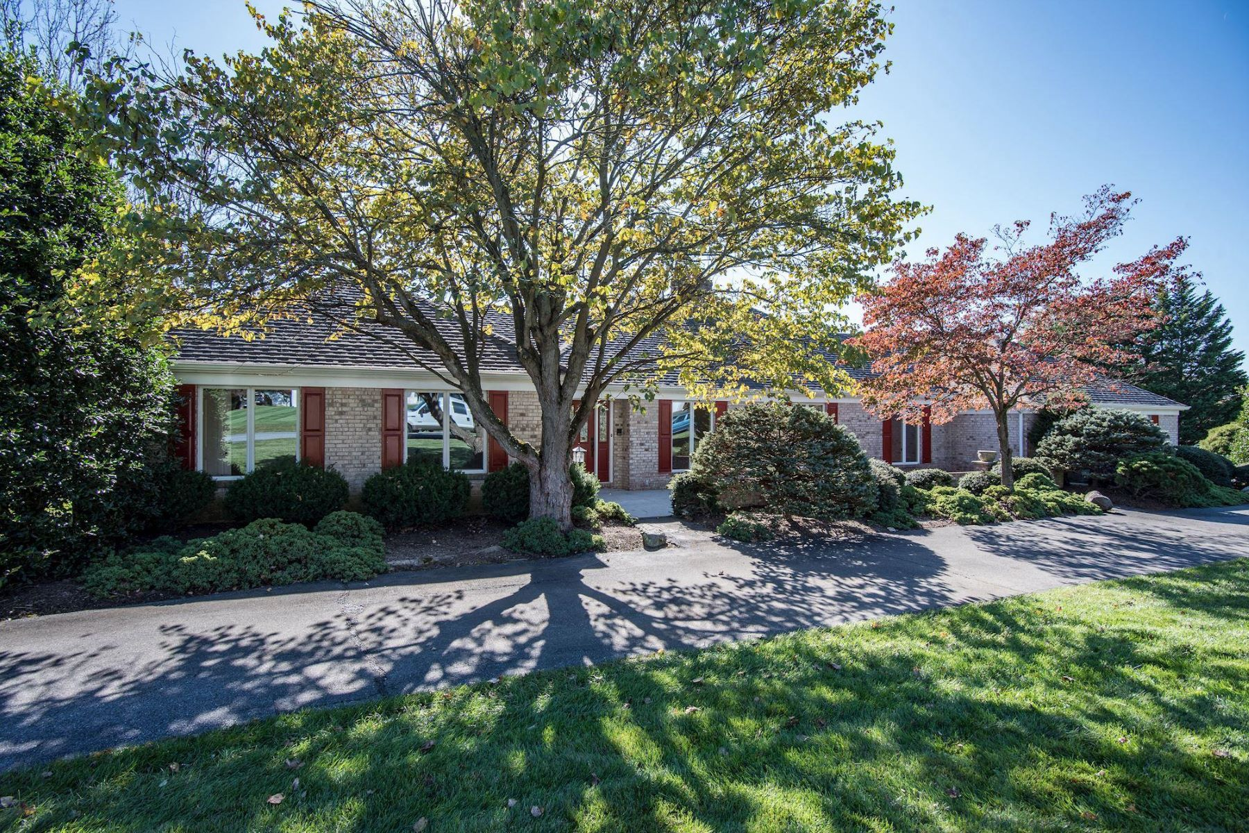 Single Family Homes for Sale at Expansive One-Level Living 9832 Log House Ct Gaithersburg, Maryland 20882 United States