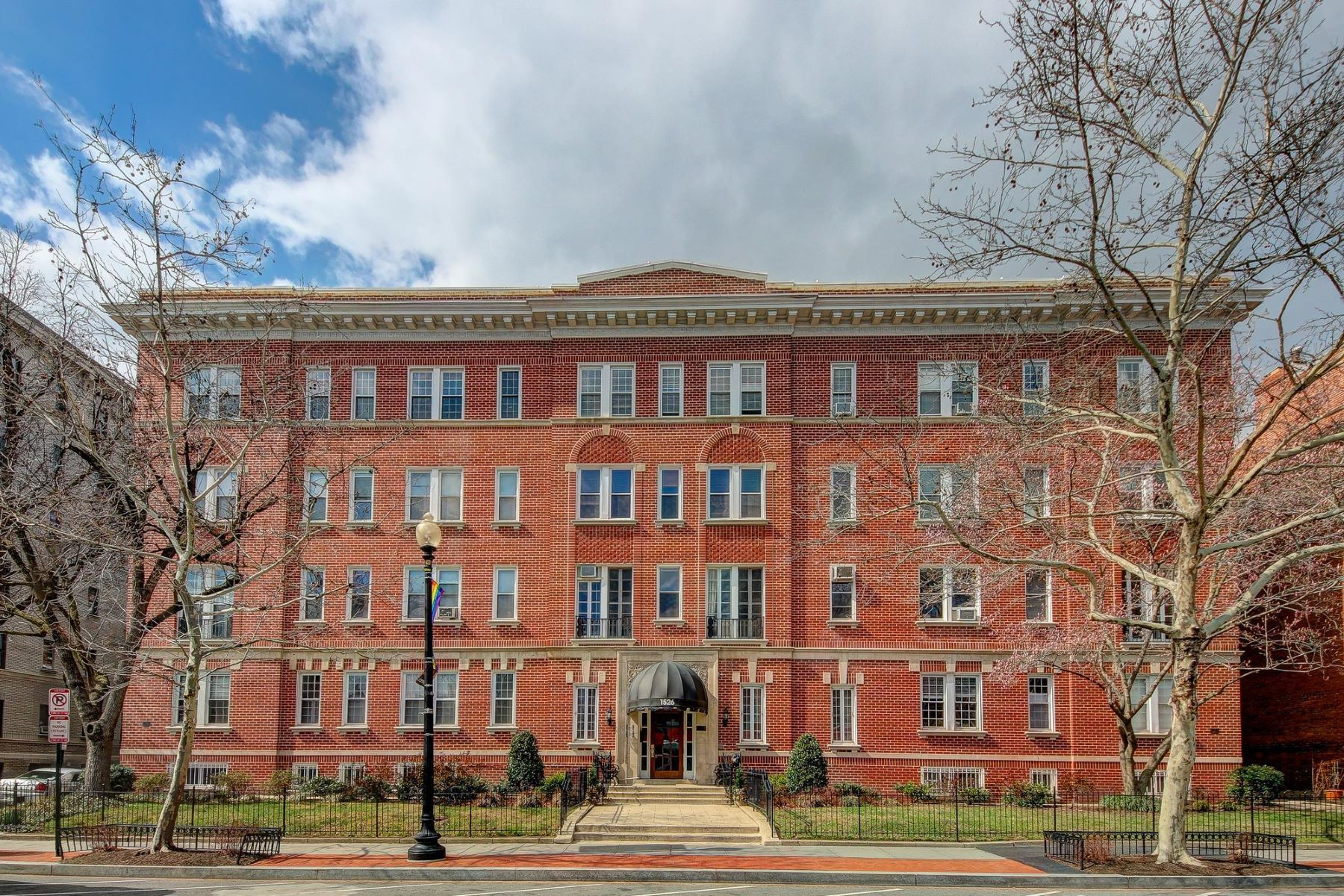 Co-op for Sale at 1526 17th St Nw #218-219 1526 17th St Nw #218-219 Washington, District Of Columbia 20036 United States