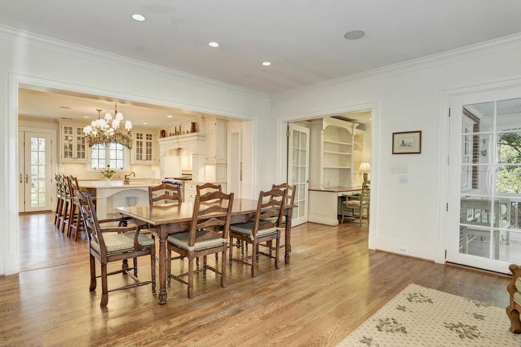Additional photo for property listing at 319 Mansion Drive, Alexandria 319 Mansion Dr Alexandria, Virginia 22302 United States
