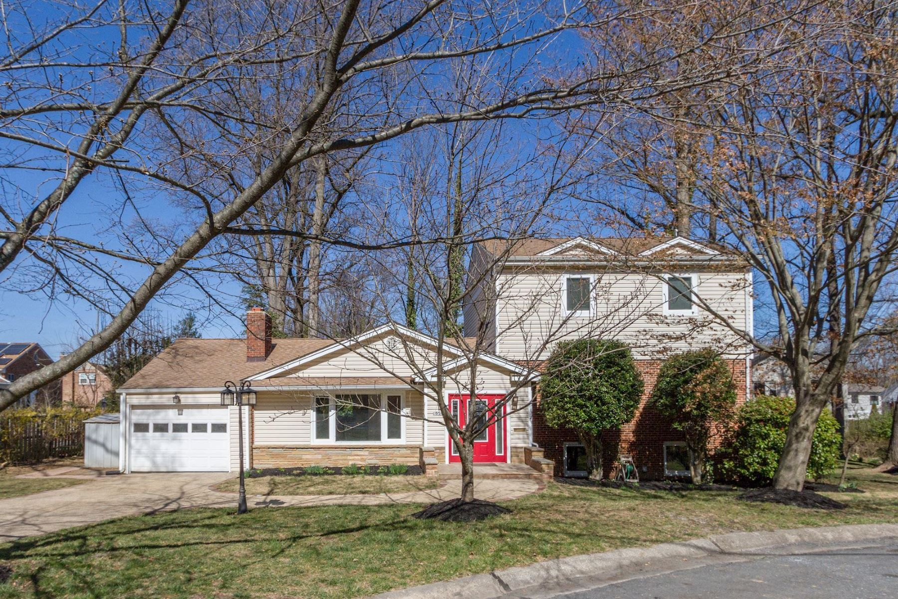 Single Family Homes for Sale at 5705 Radnor Ct Bethesda, Maryland 20817 United States