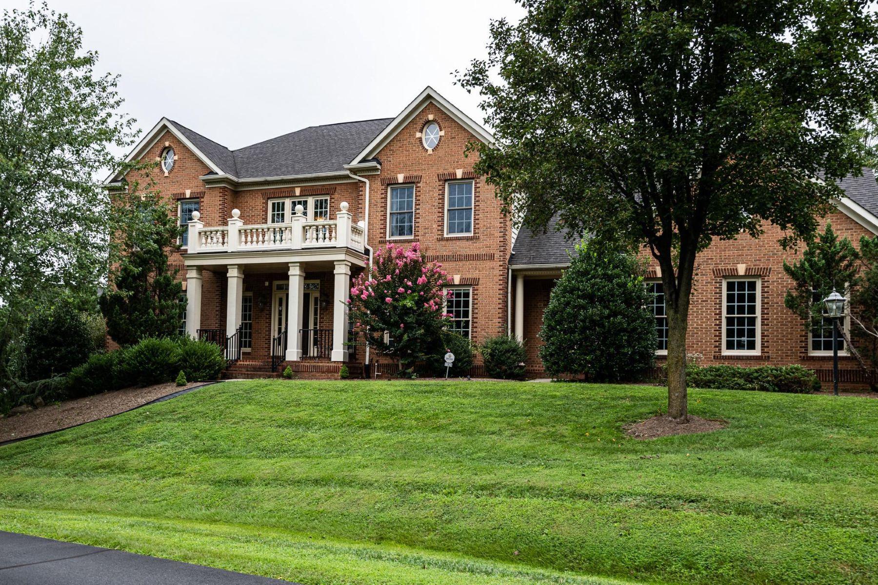 Single Family Homes для того Продажа на 11624 Cedar Chase Rd Herndon, Виргиния 20170 Соединенные Штаты