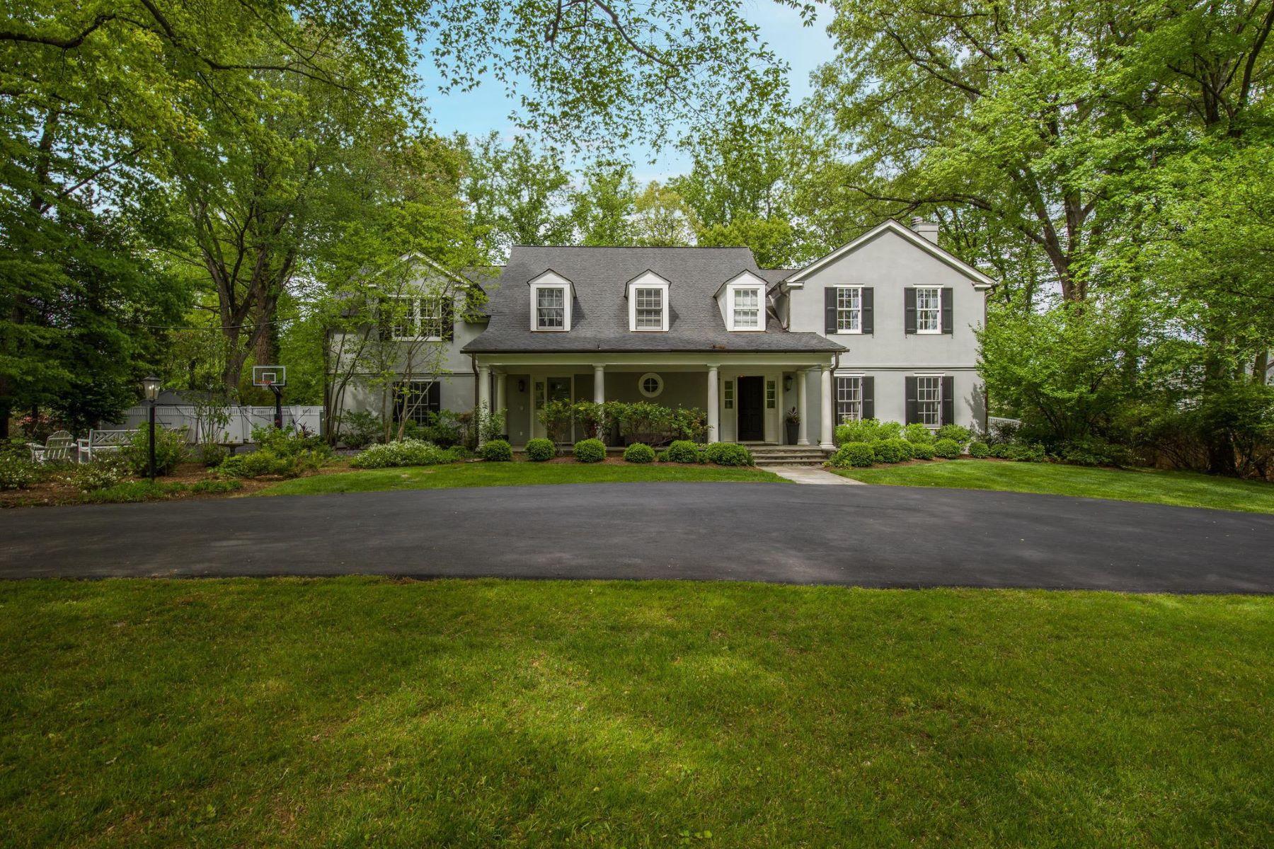Single Family Homes por un Venta en 7111 Longwood Dr Bethesda, Maryland 20817 Estados Unidos