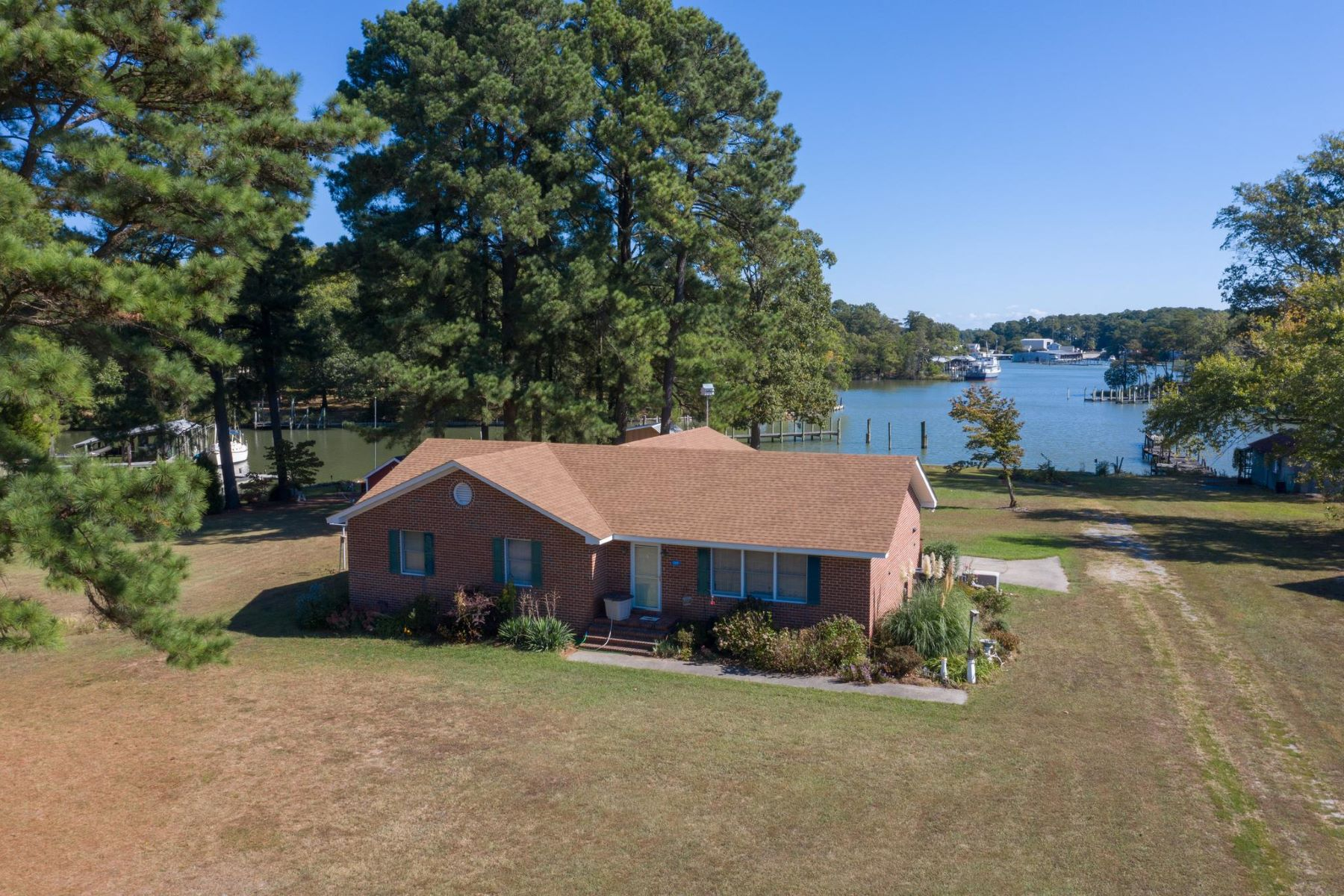 Single Family Homes por un Venta en 205 Crabhouse Dr Reedville, Virginia 22539 Estados Unidos