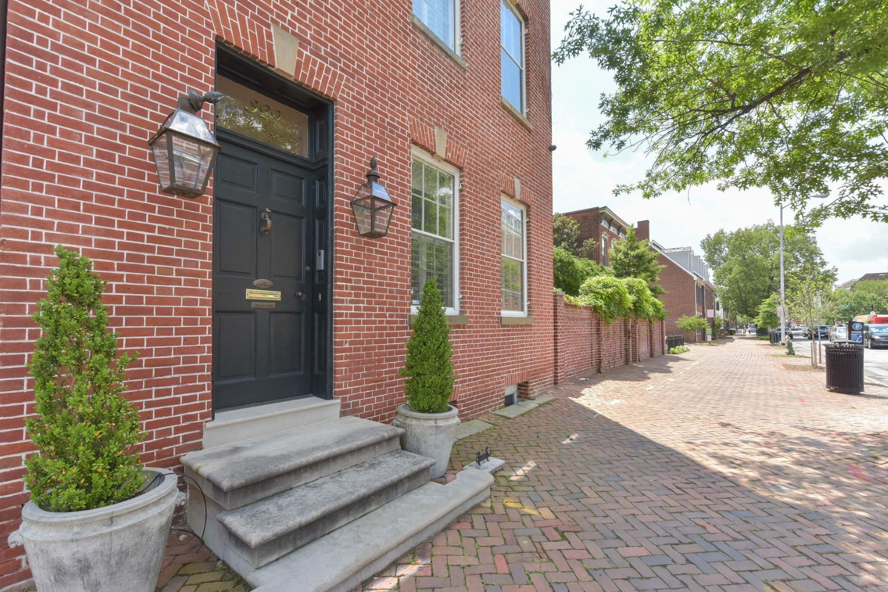 Single Family Homes for Active at 329 Washington St N Alexandria, Virginia 22314 United States