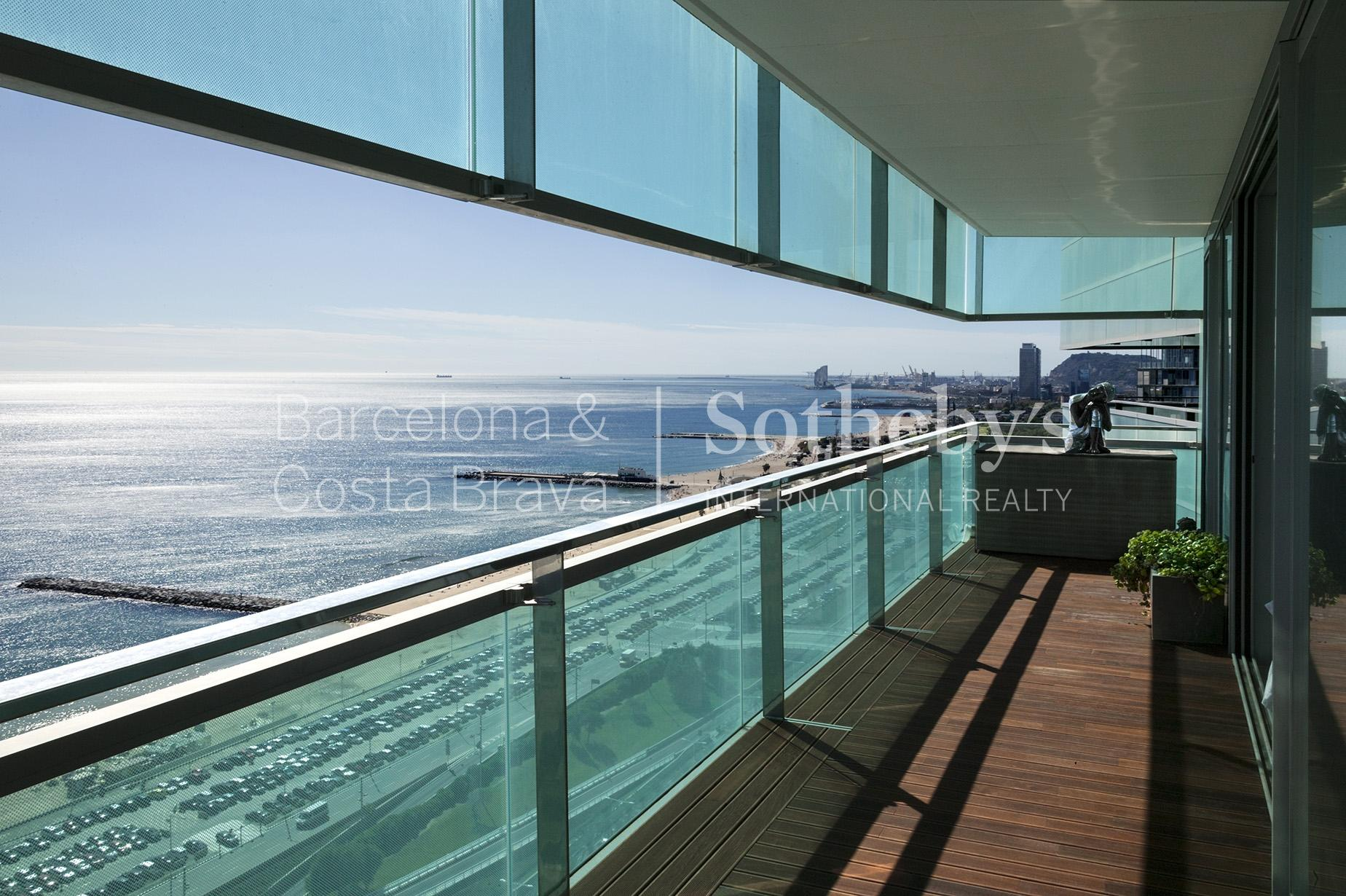Appartement pour l Vente à Exclusive Seafront Apartment with excellent views to the sea and the city of ... Diagonal Mar, Barcelona City, Barcelona 08019 Espagne