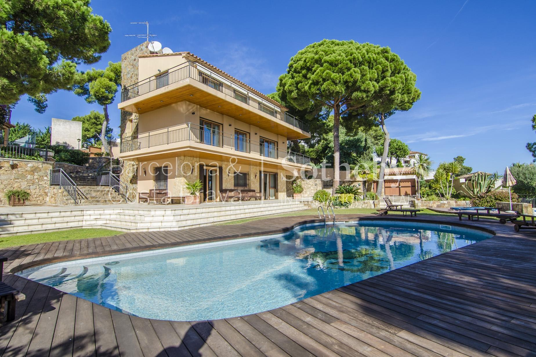 Property For Sale at Beautiful villa with magnificent sea views in prestigious urbanization