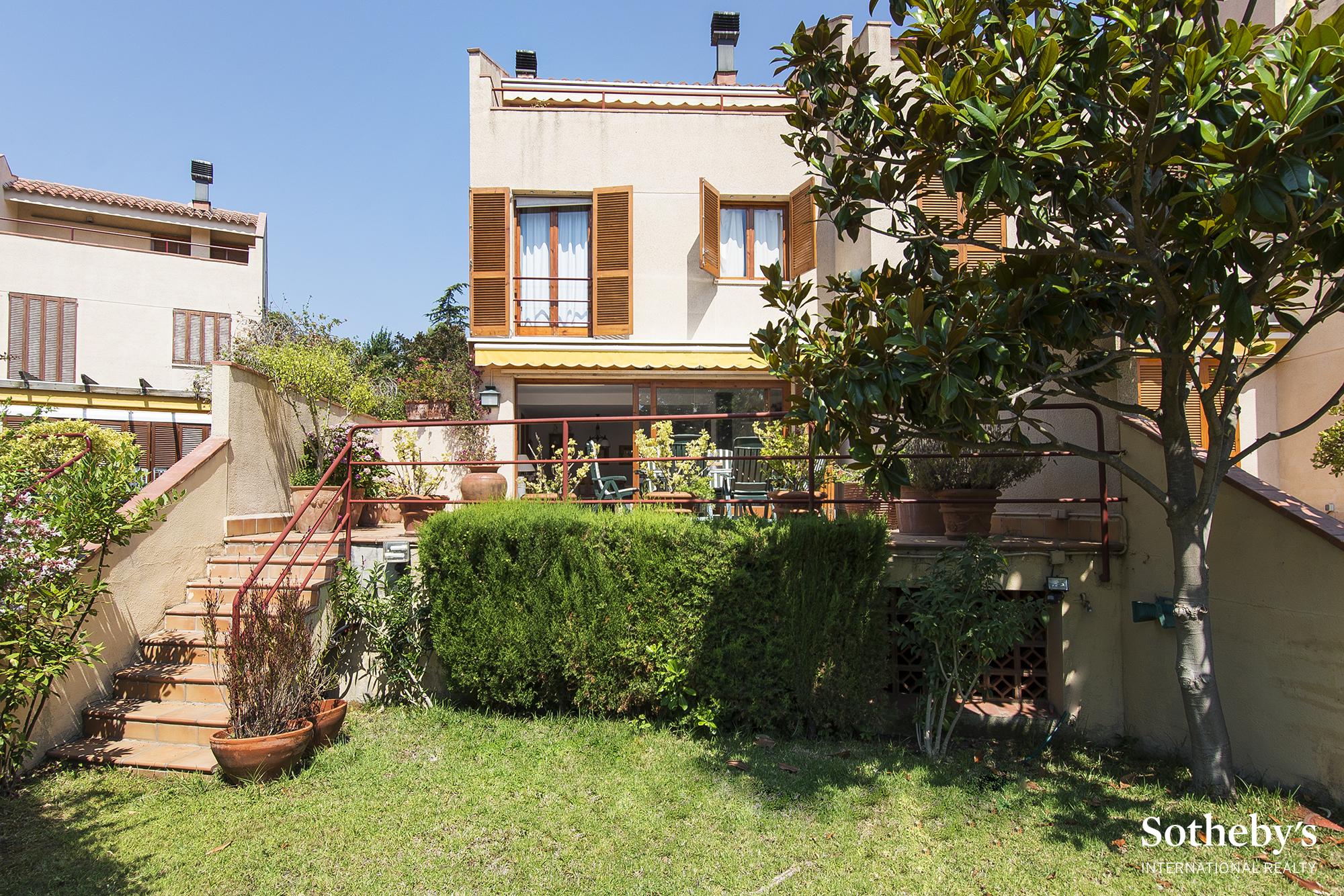 Casa Unifamiliar por un Venta en Fantastic terraced house 50 metres from the beach at S'Agaró S'Agaro, Costa Brava 17248 España