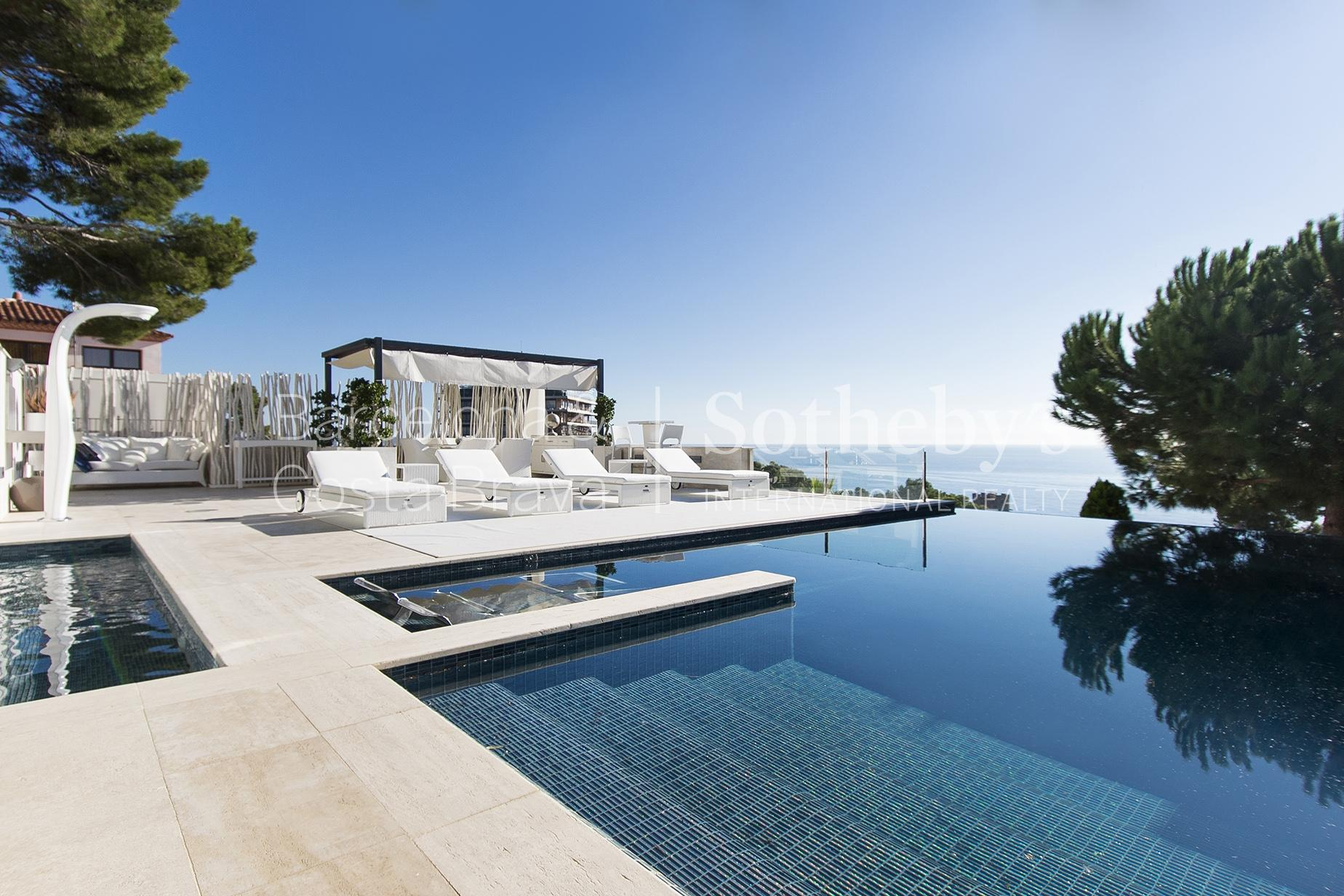 Property For Sale at Spectacular house overlooking the sea in Torrevalentina