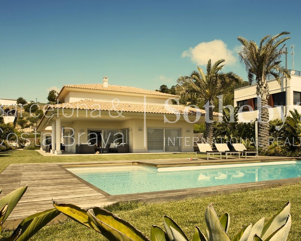 Casa para uma família para Venda às Fantastic House Overlooking the Golf Course Sitges, Barcelona 08870 Espanha