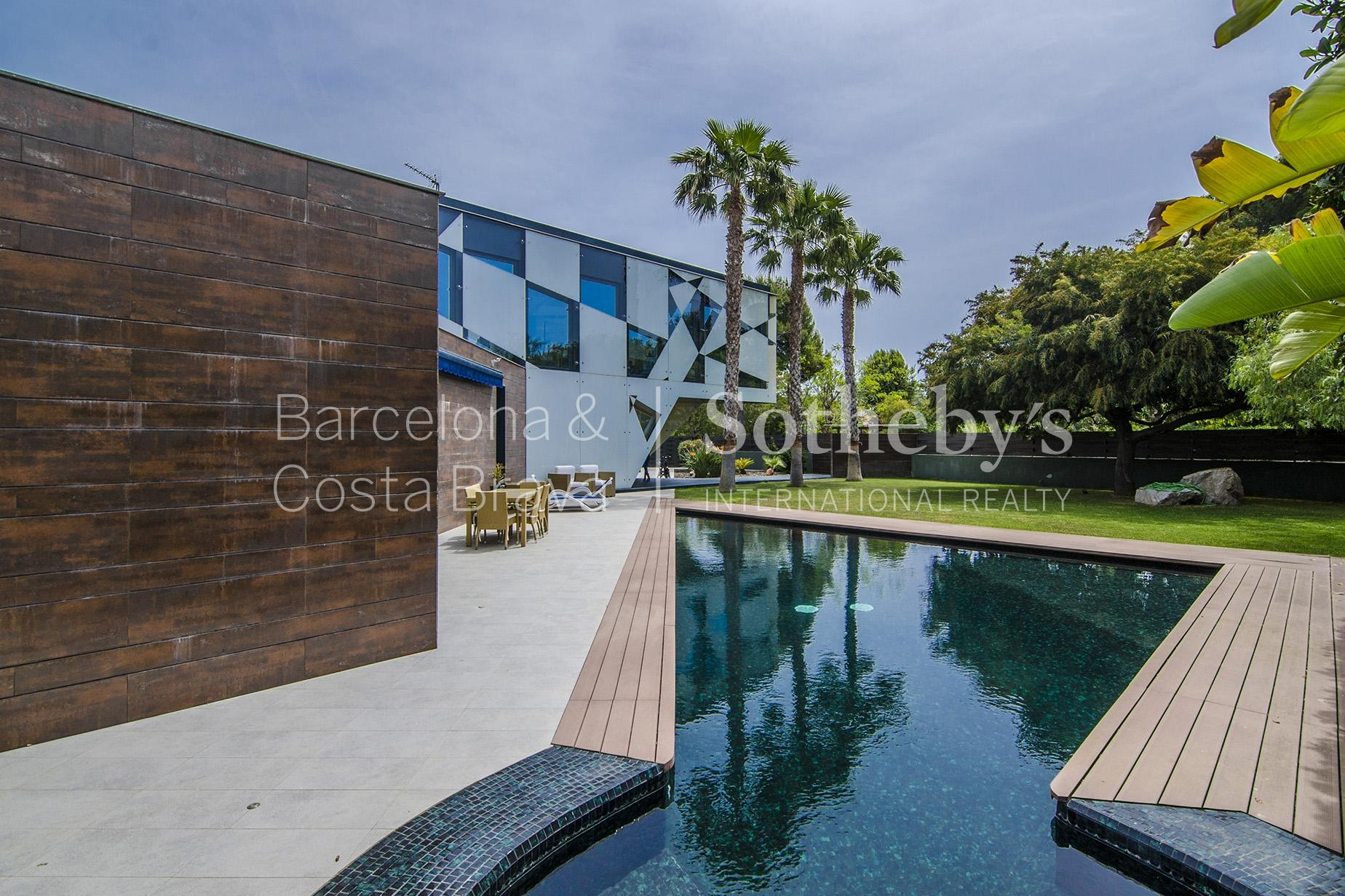 Vivienda unifamiliar por un Venta en Contemporary Villa Two Steps from the Beach in Sitges Sitges, Barcelona 08870 España