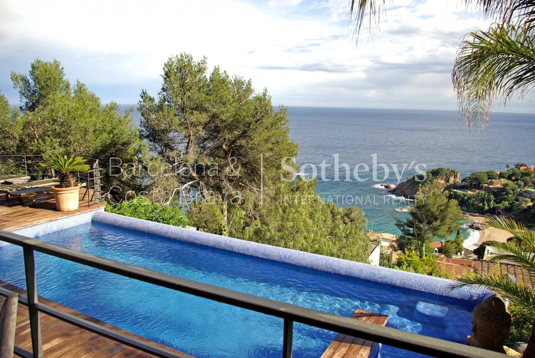 Property For Sale at Modern villa with panoramic sea views