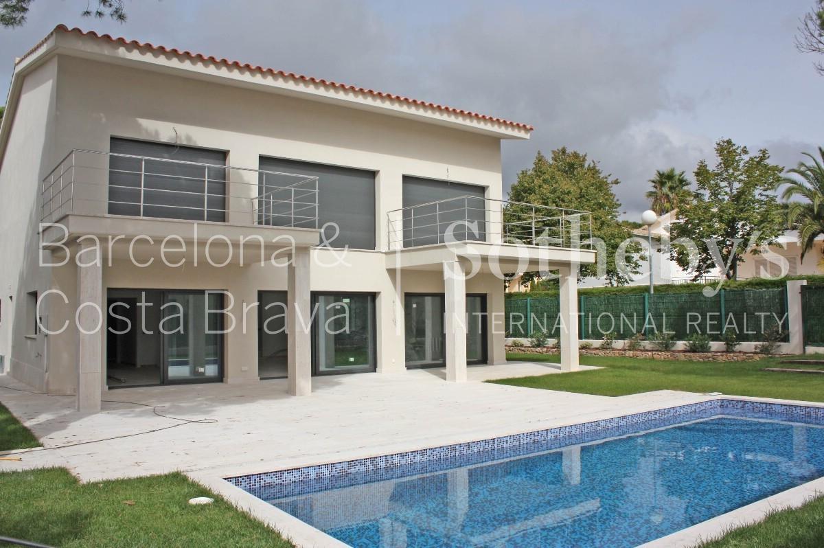 단독 가정 주택 용 매매 에 Brand new villa for sale 900 m from the beach of S'Agaró S'Agaro, Costa Brava 17248 스페인