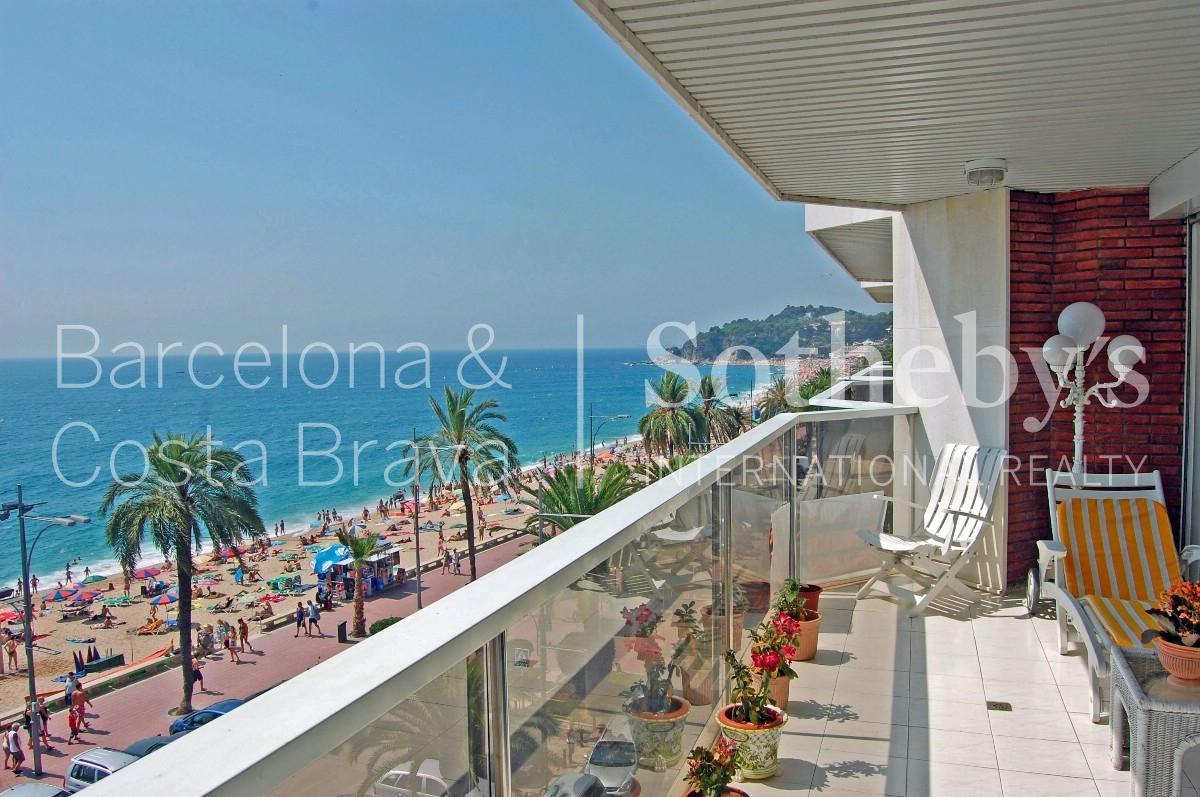 公寓 为 销售 在 Spectacular seafront apartment with sea views Lloret De Mar, Costa Brava 17310 西班牙