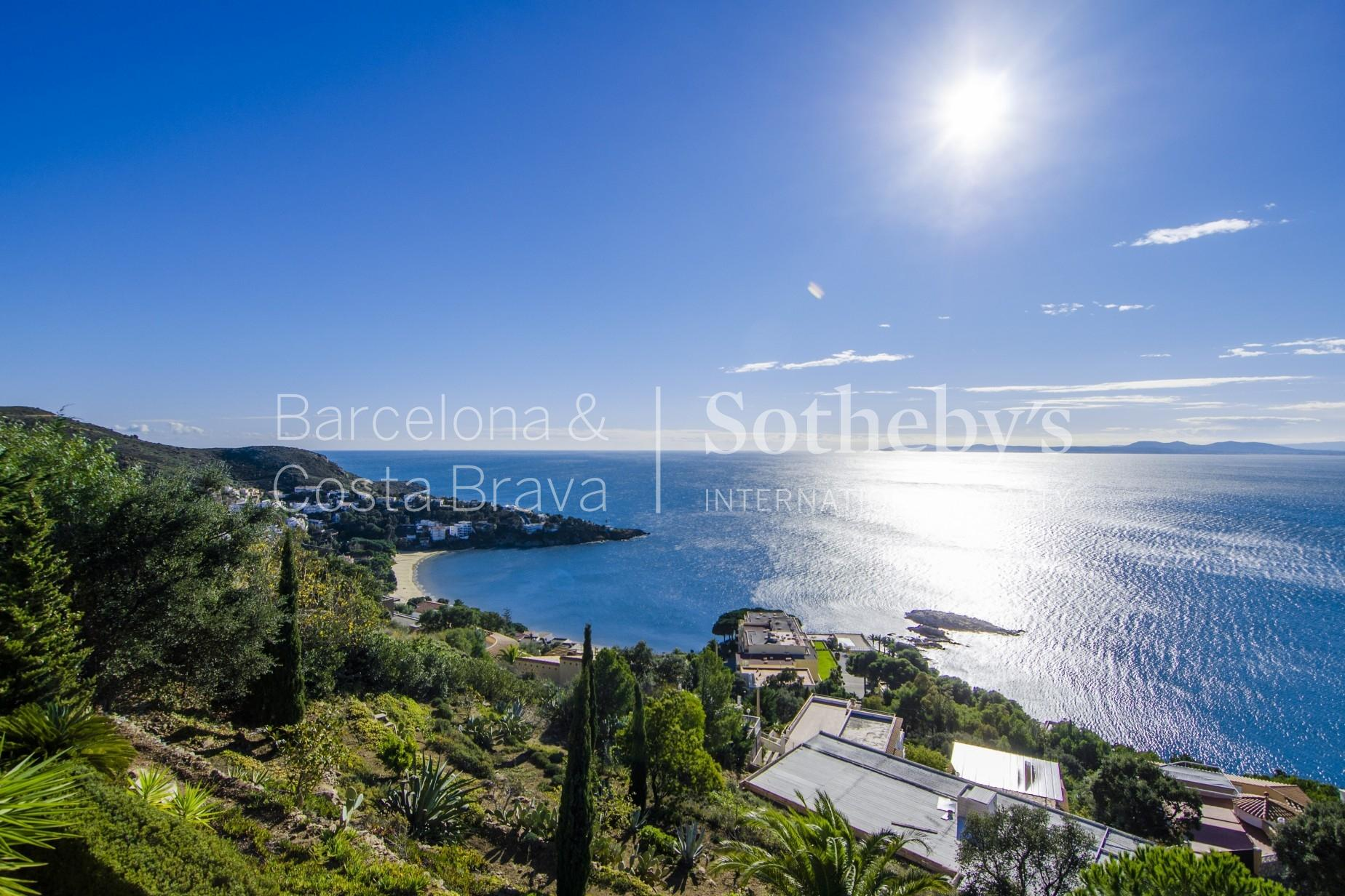 Property For Sale at Beautiful luxury home with stunning sea views