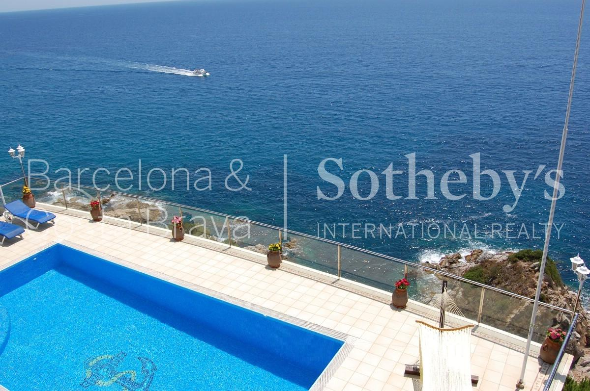 Property For Sale at Frontline mansion in Lloret de Mar