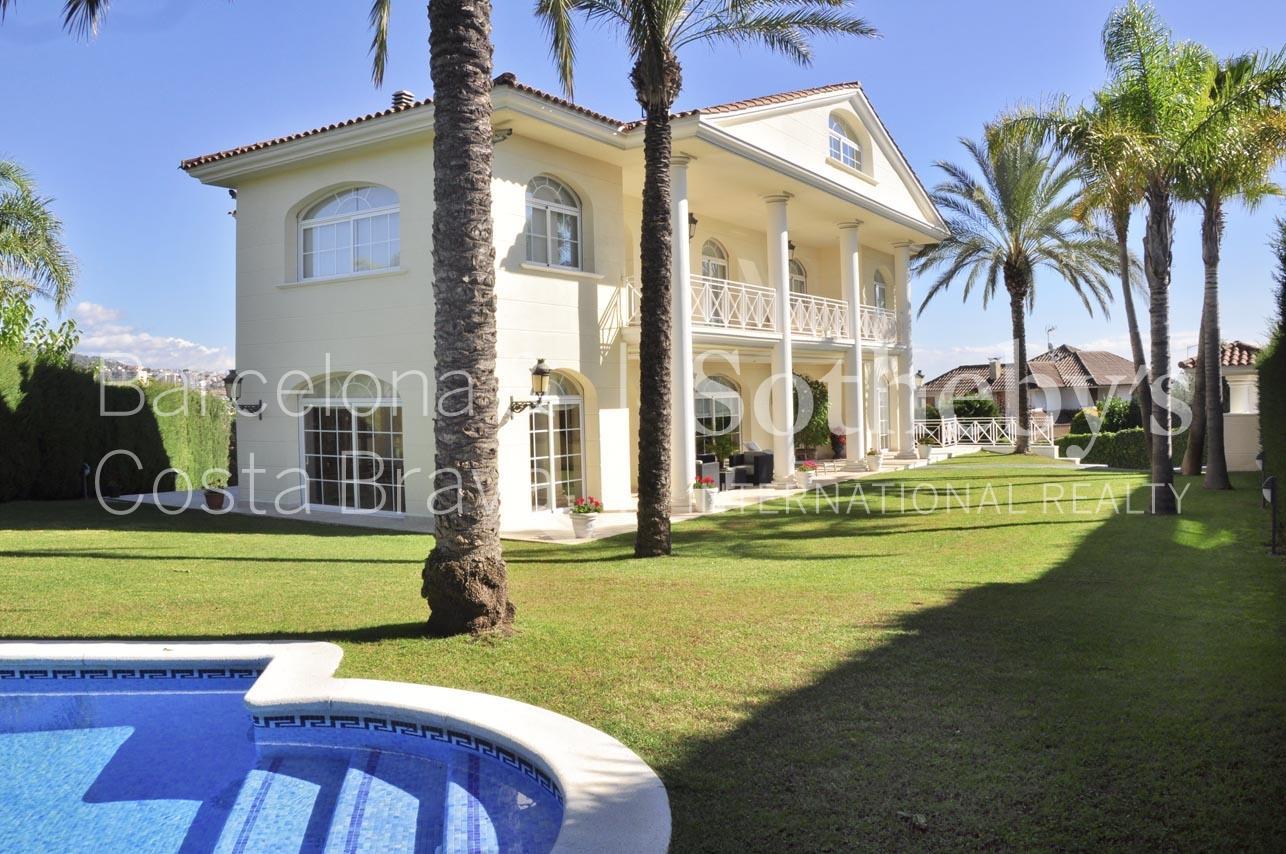 Maison unifamiliale pour l Vente à Large, elegant property in a prestigious area of Alella Alella, Barcelona 08328 Espagne