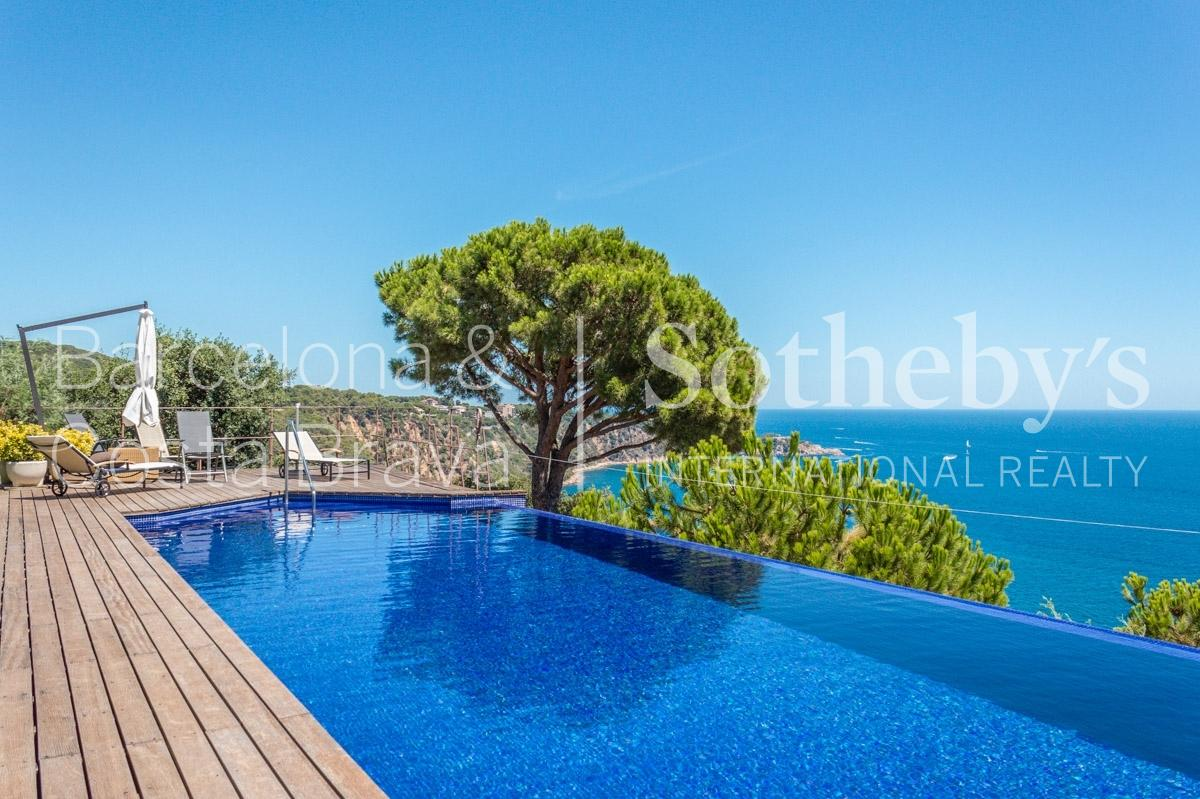 Property For Sale at Extraordinary villa with stunning Mediterranean views