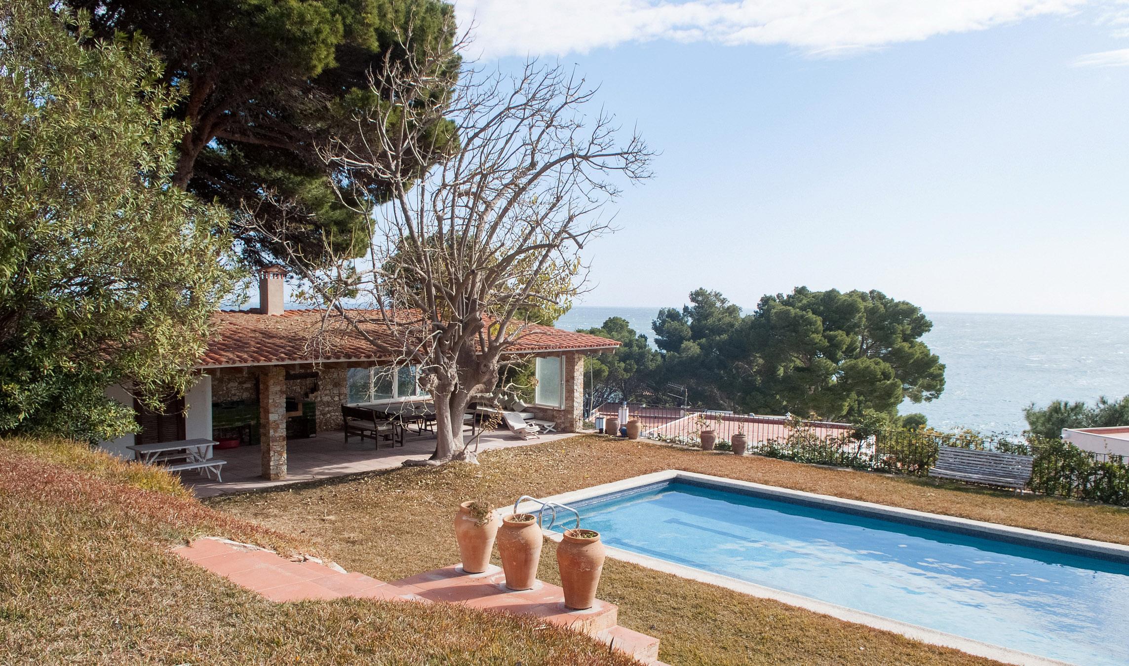 Vivienda unifamiliar por un Venta en House in front of the sea with beach access on large plot Begur, Costa Brava 17255 España