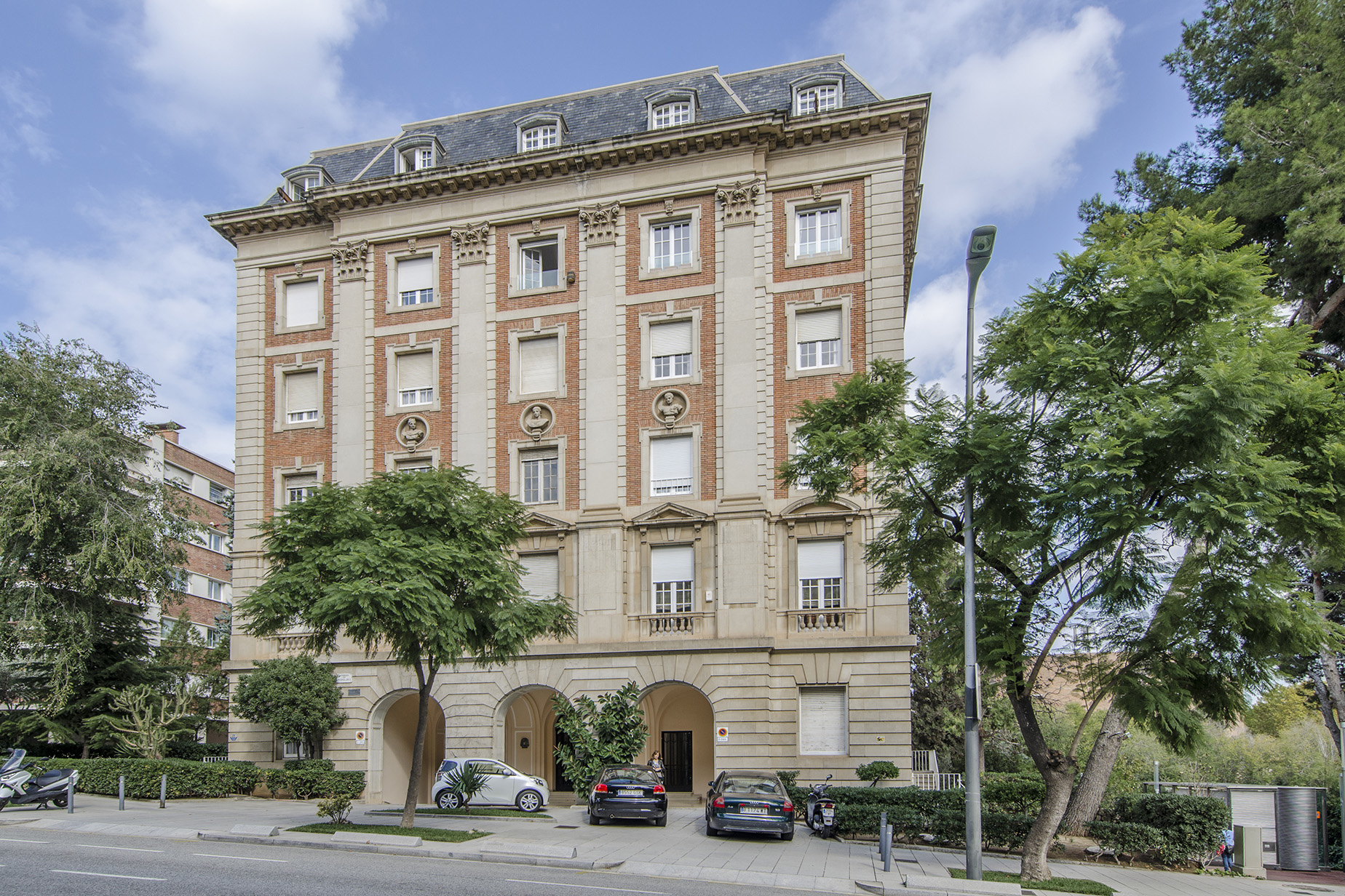 Apartamento por un Venta en Elegant Apartment to Reform in Emblematic Building of Pedralbes Zona Alta, Barcelona City, Barcelona, 08034 España