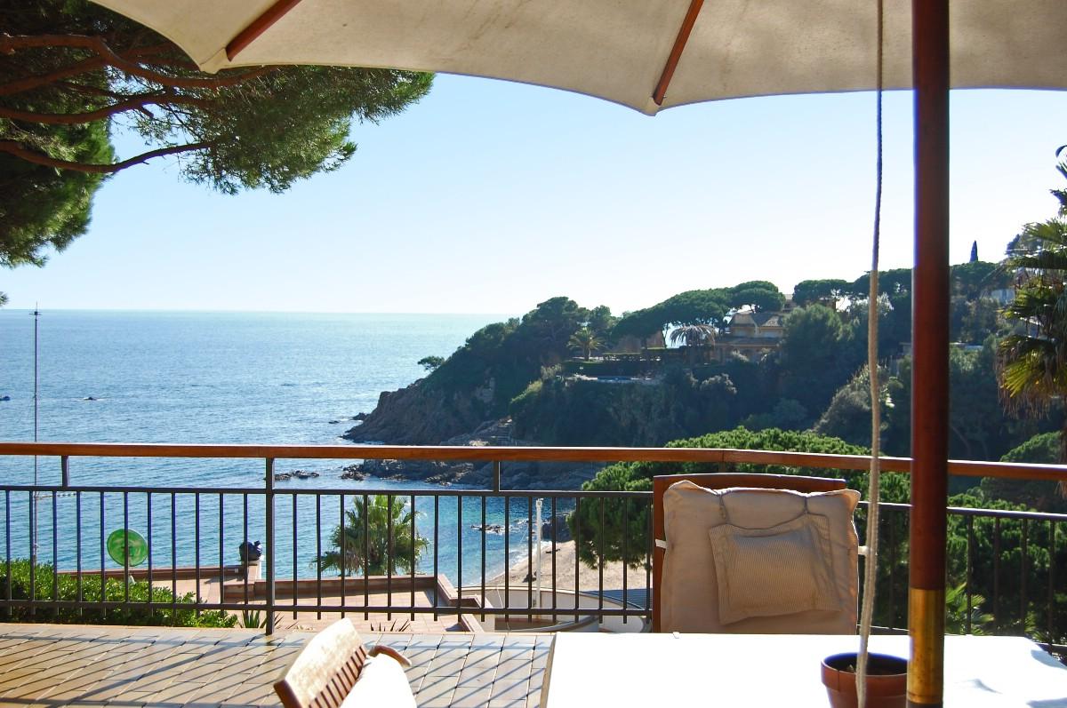獨棟家庭住宅 為 出售 在 Seafront villa with modernist touches Other Spain, 西班牙的其他地區 17300 西班牙