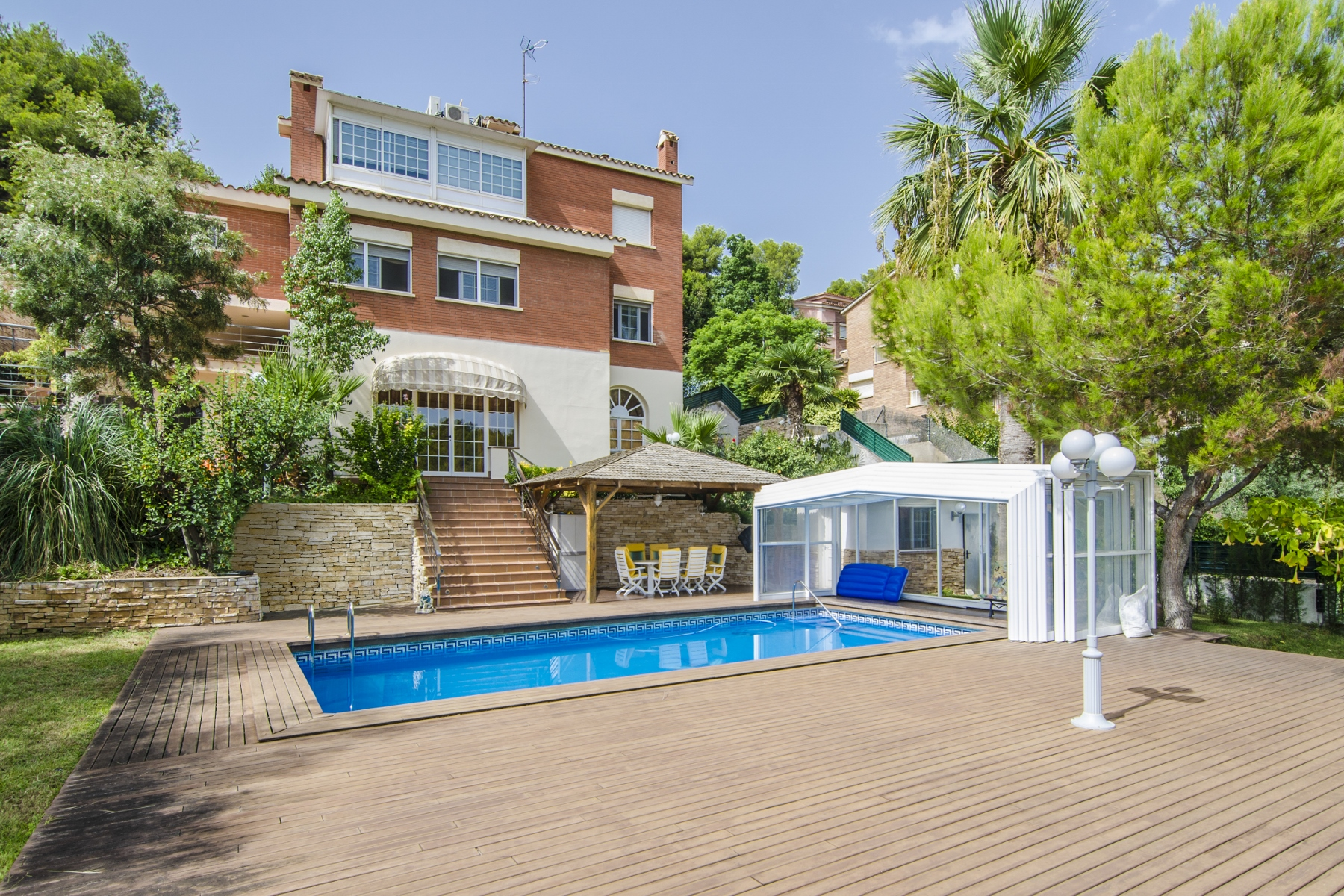 Single Family Home for Sale at Functional Chalet for Sale in Castelldefelds Castelldefels, Barcelona, 08866 Spain
