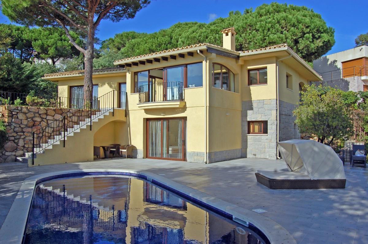 独户住宅 为 销售 在 Beautiful villa 350 m away from the beach in Lloret de Mar Lloret De Mar, Costa Brava 17310 西班牙