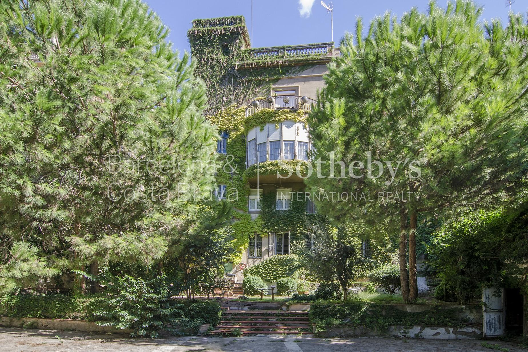 Частный односемейный дом для того Продажа на Modernist Jewel Located in the Most Stately Street of Barcelona Zona Alta, Barcelona City, Barcelona 08034 Испания