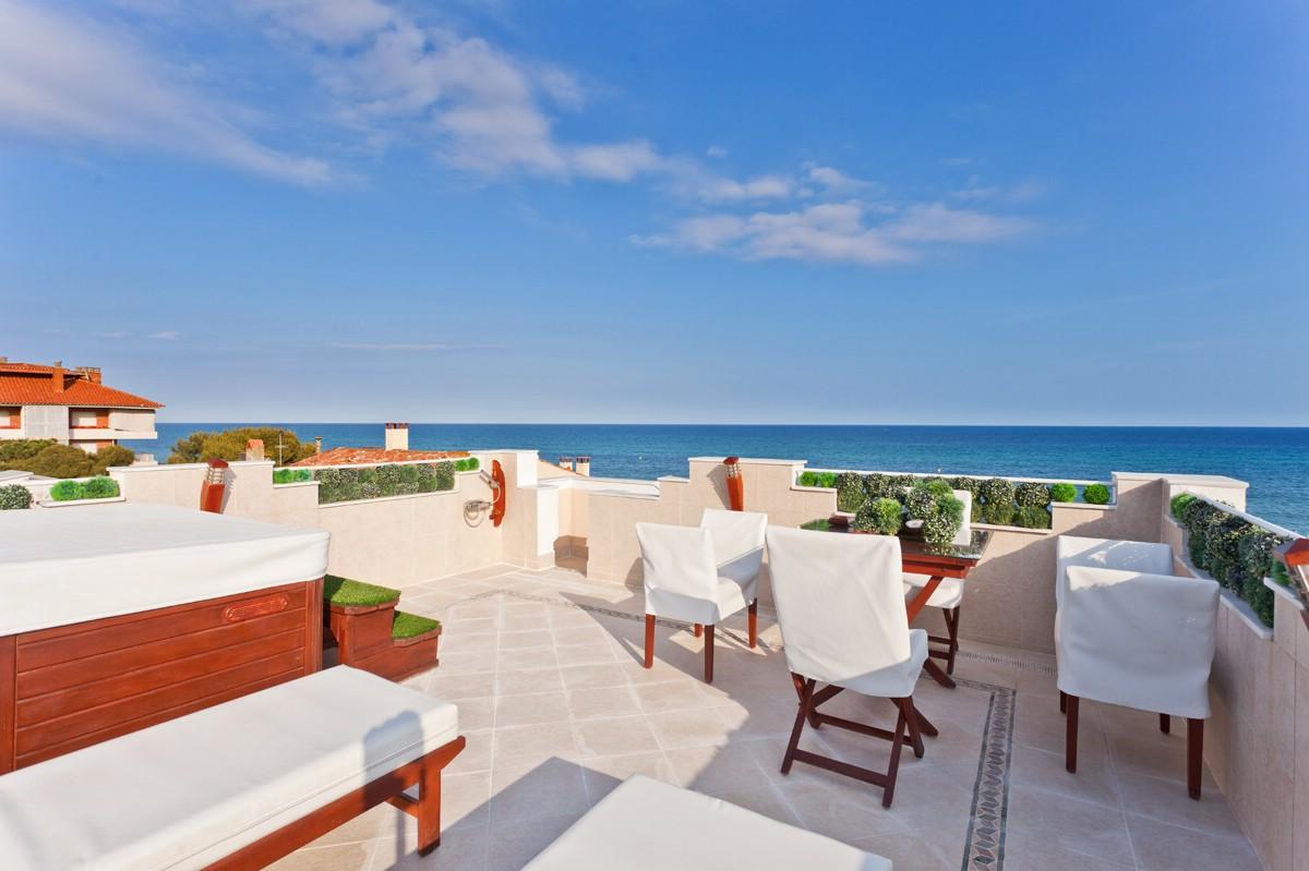 Einfamilienhaus für Verkauf beim Artistic Seaside Mansion in Maresme Sant Andreu De Llavaneres, Barcelona 08392 Spanien
