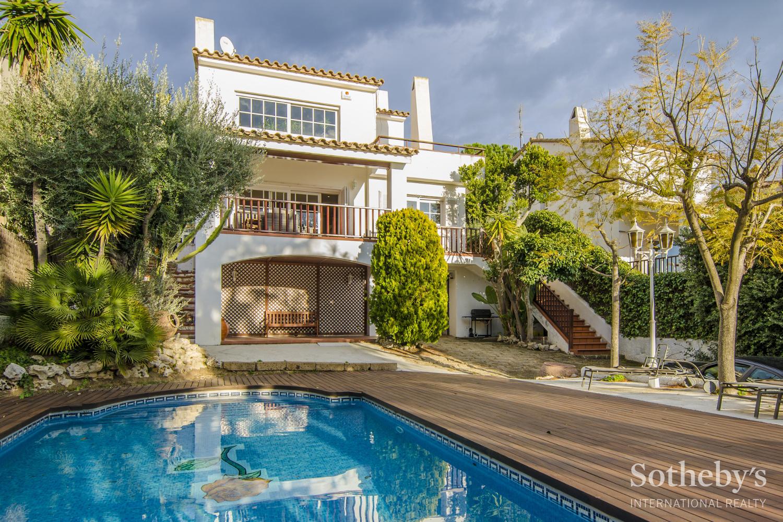 Einfamilienhaus für Verkauf beim Beautiful Chalet in Levantina de Sitges Sitges, Barcelona 08870 Spanien