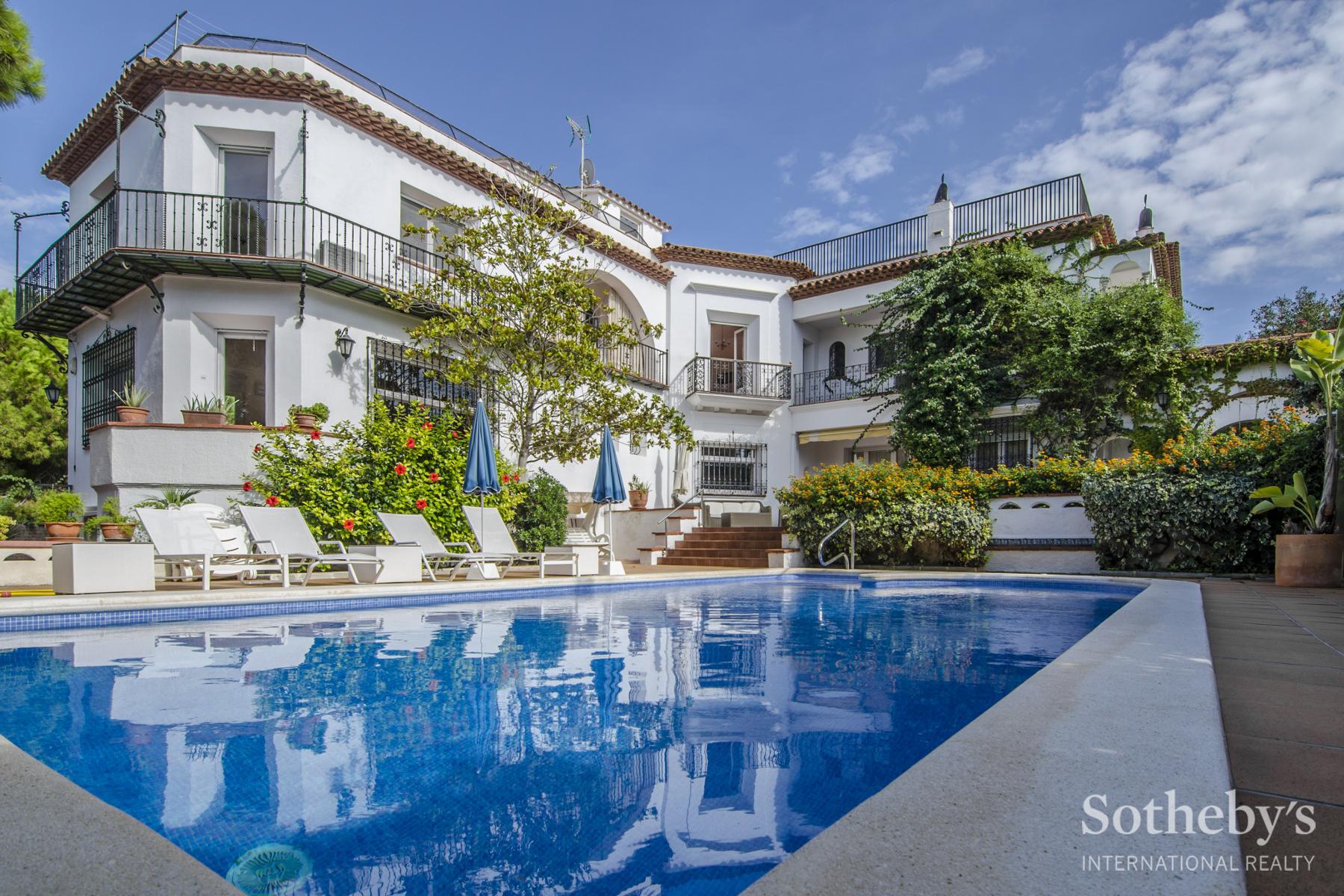 단독 가정 주택 용 매매 에 Wonderful Seafront Property in Sitges Sitges, Barcelona 08870 스페인