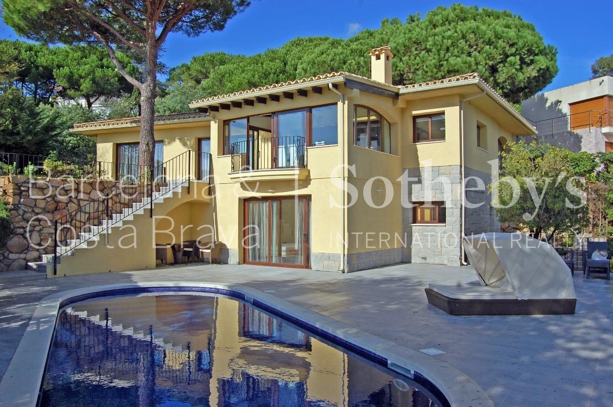 獨棟家庭住宅 為 出售 在 Beautiful villa 350 m away from the beach in Lloret de Mar Lloret De Mar, Costa Brava 17310 西班牙
