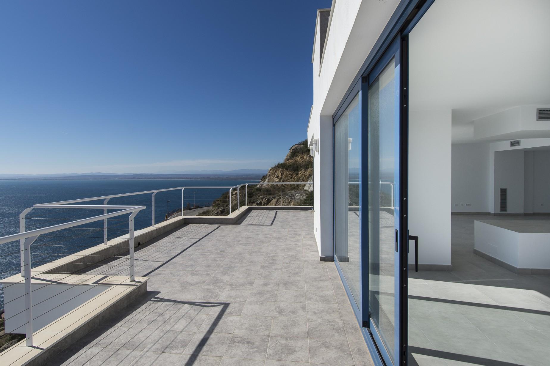Nhà ở một gia đình vì Bán tại Villa in Rosas with sea view facing south Roses, Costa Brava, 17480 Tây Ban Nha