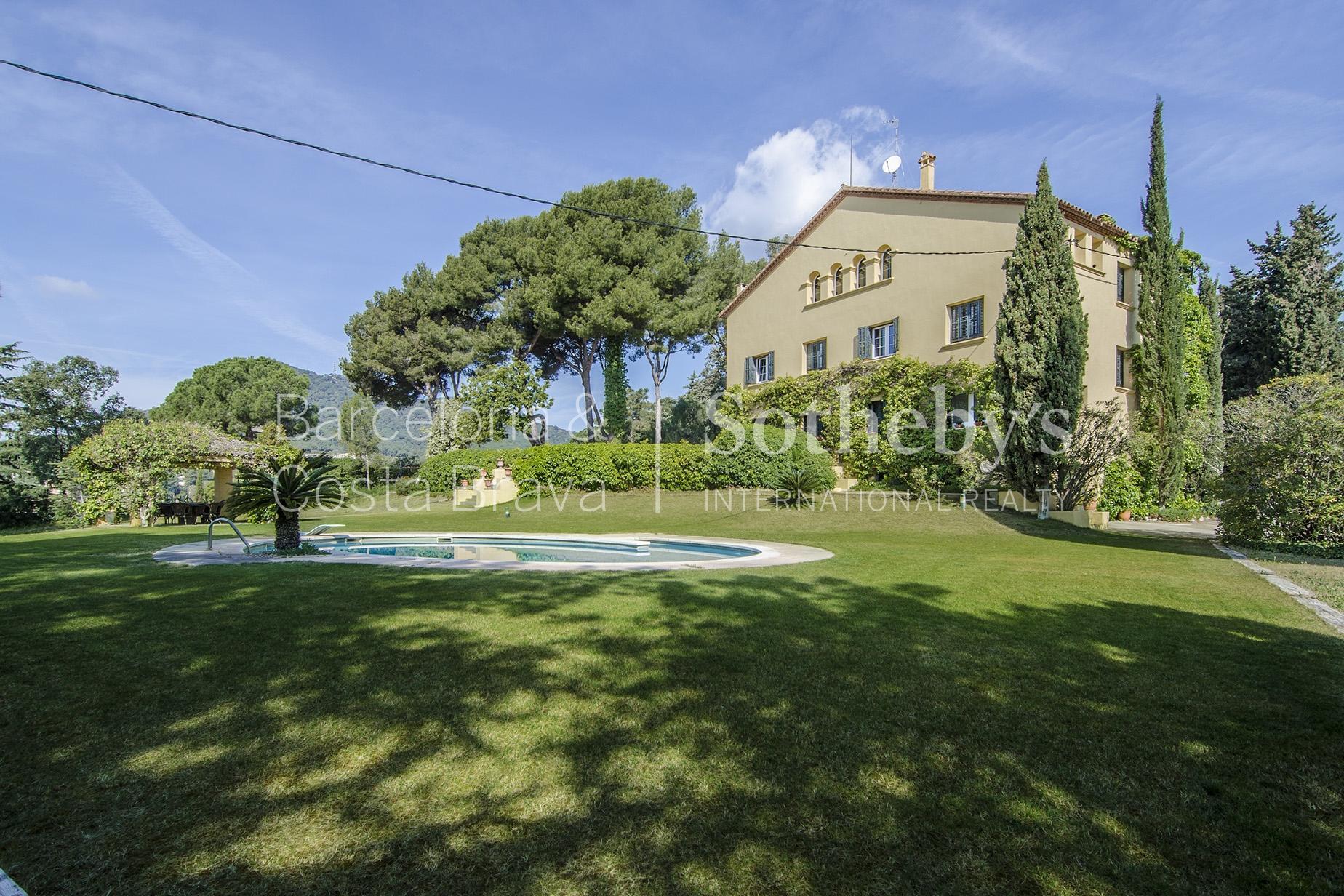 Nhà ở một gia đình vì Bán tại Wonderful Property in Cabrera de Mar Cabrils, Barcelona 08348 Tây Ban Nha