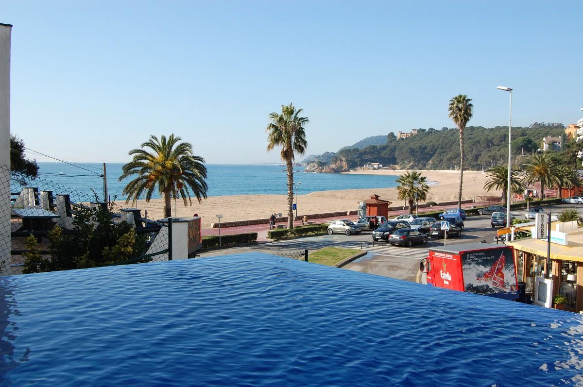 独户住宅 为 销售 在 Modern beachfront villa Lloret De Mar, Costa Brava 17310 西班牙