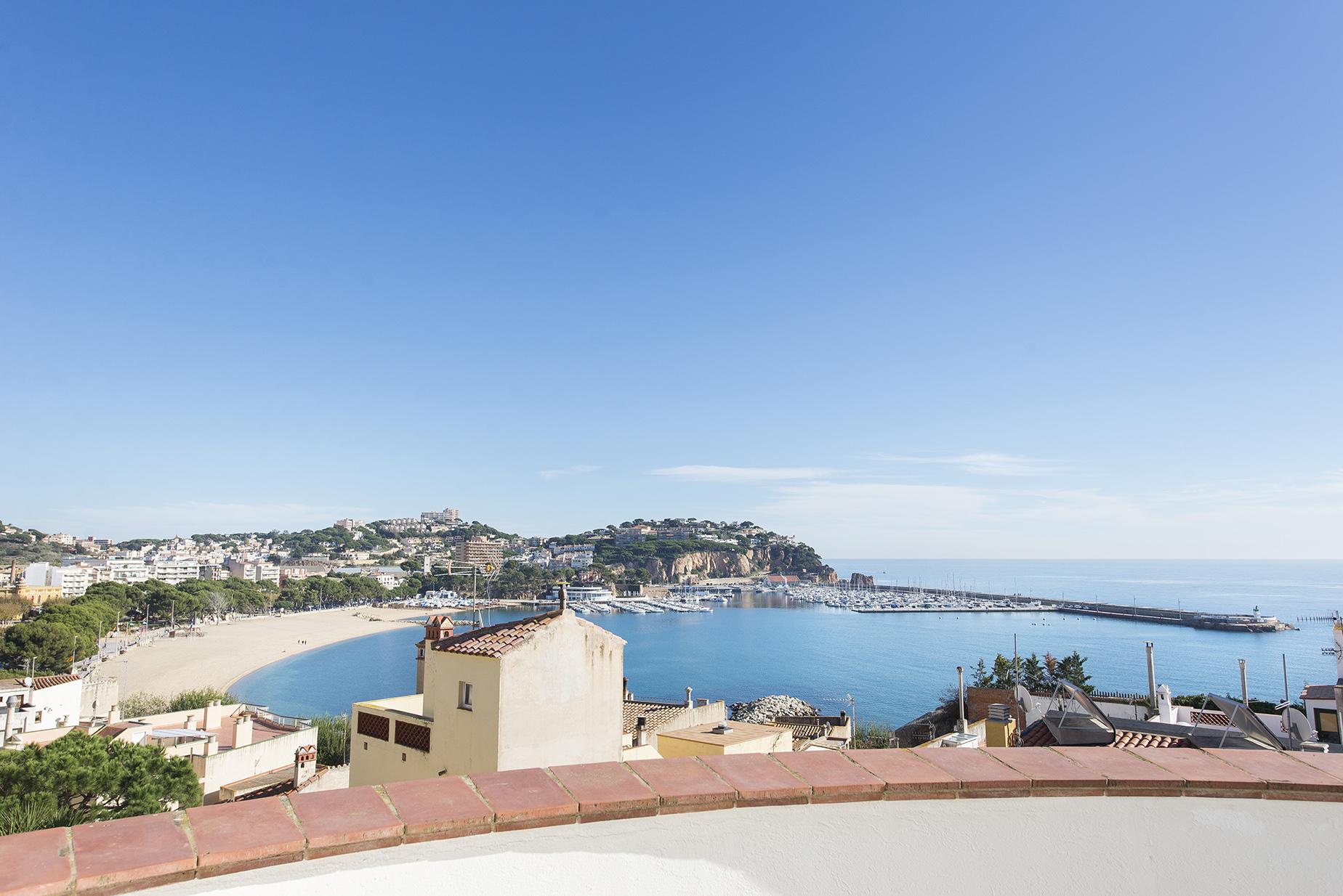 獨棟家庭住宅 為 出售 在 House just 150 metres from the beach with sea views Sant Feliu De Guixols, Costa Brava 17220 西班牙
