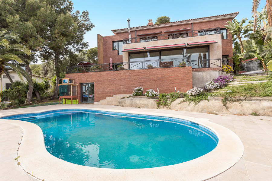 独户住宅 为 销售 在 Beautifully Finished Designer House with Panaoramic Views of the Sea and Mou ... Castelldefels, Barcelona 08866 西班牙